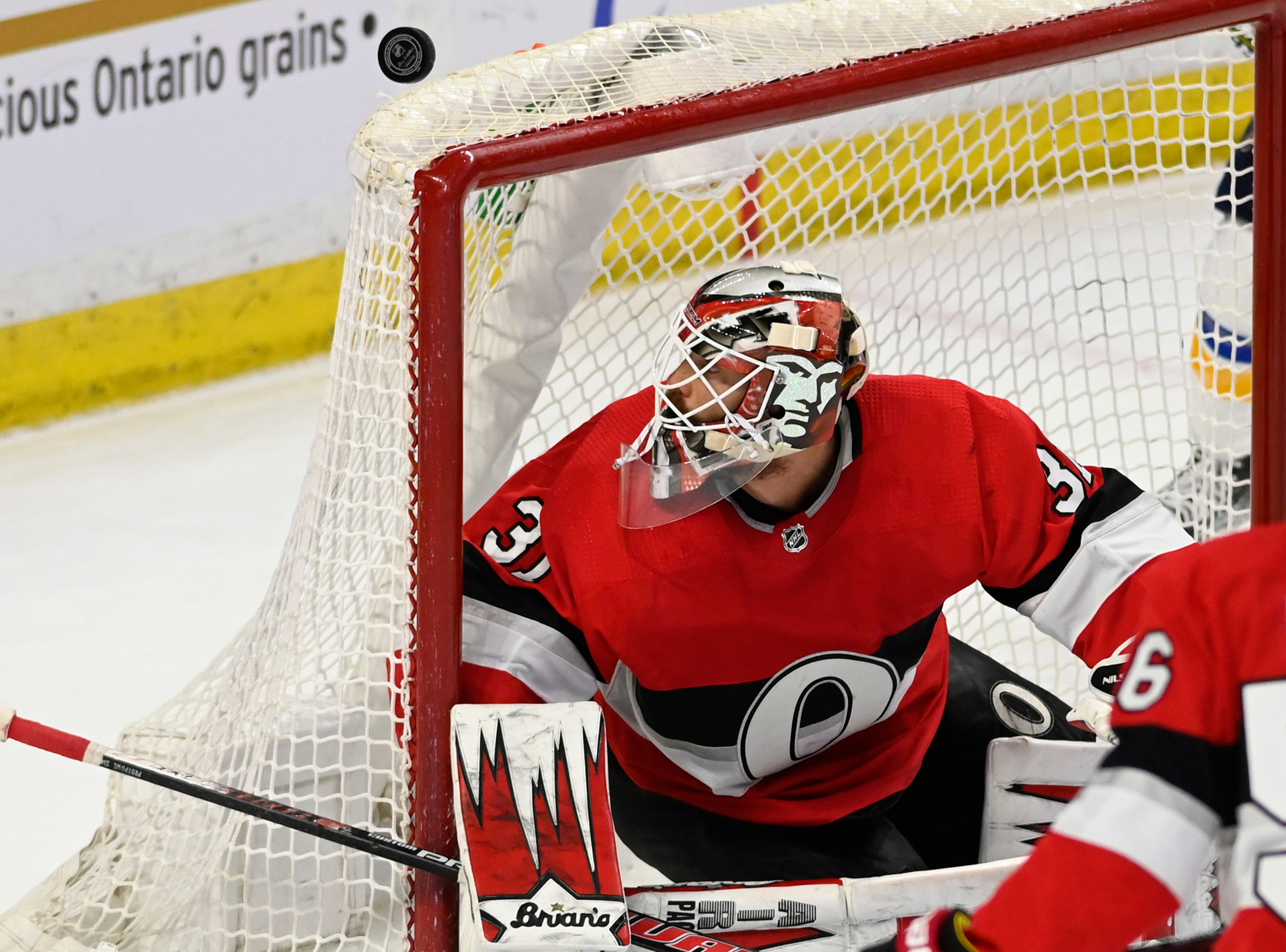 Nilsson stops 34 shots, Senators beat Blues 2-0