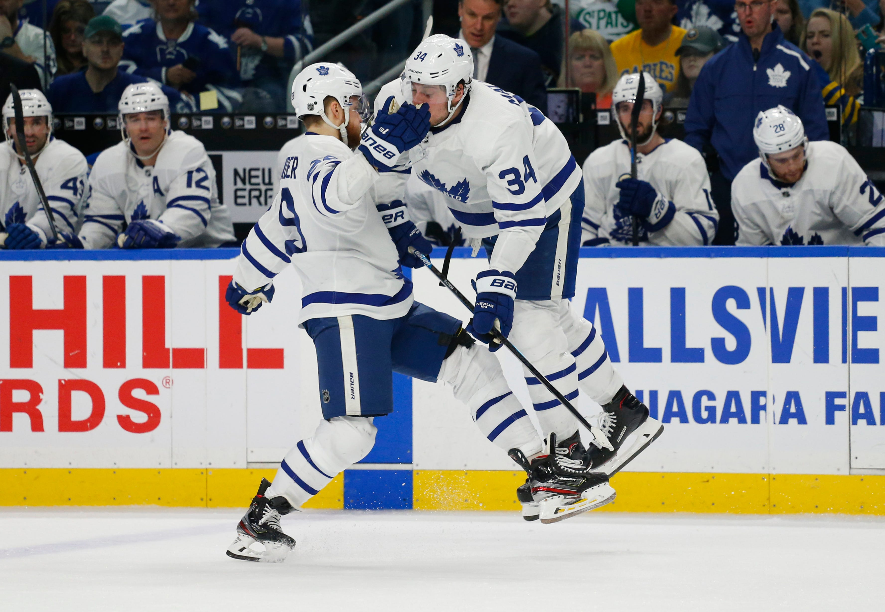 Tavares, Matthews lead Maple Leafs to 4-2 win over Sabres