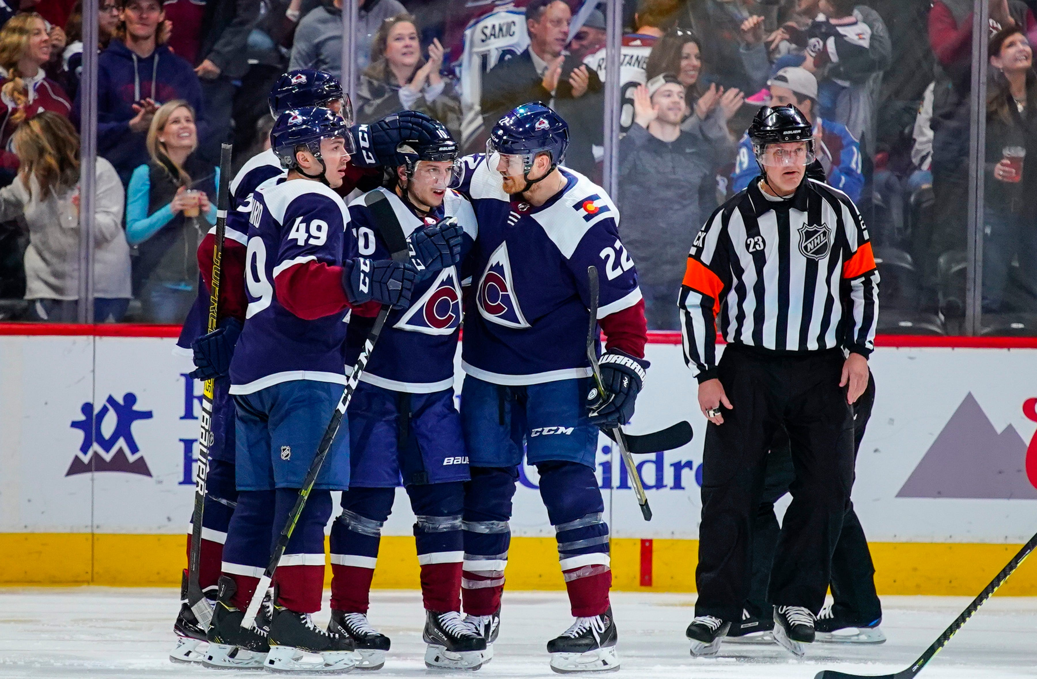 Avalanche beat Blackhawks 4-2 for 4th straight win