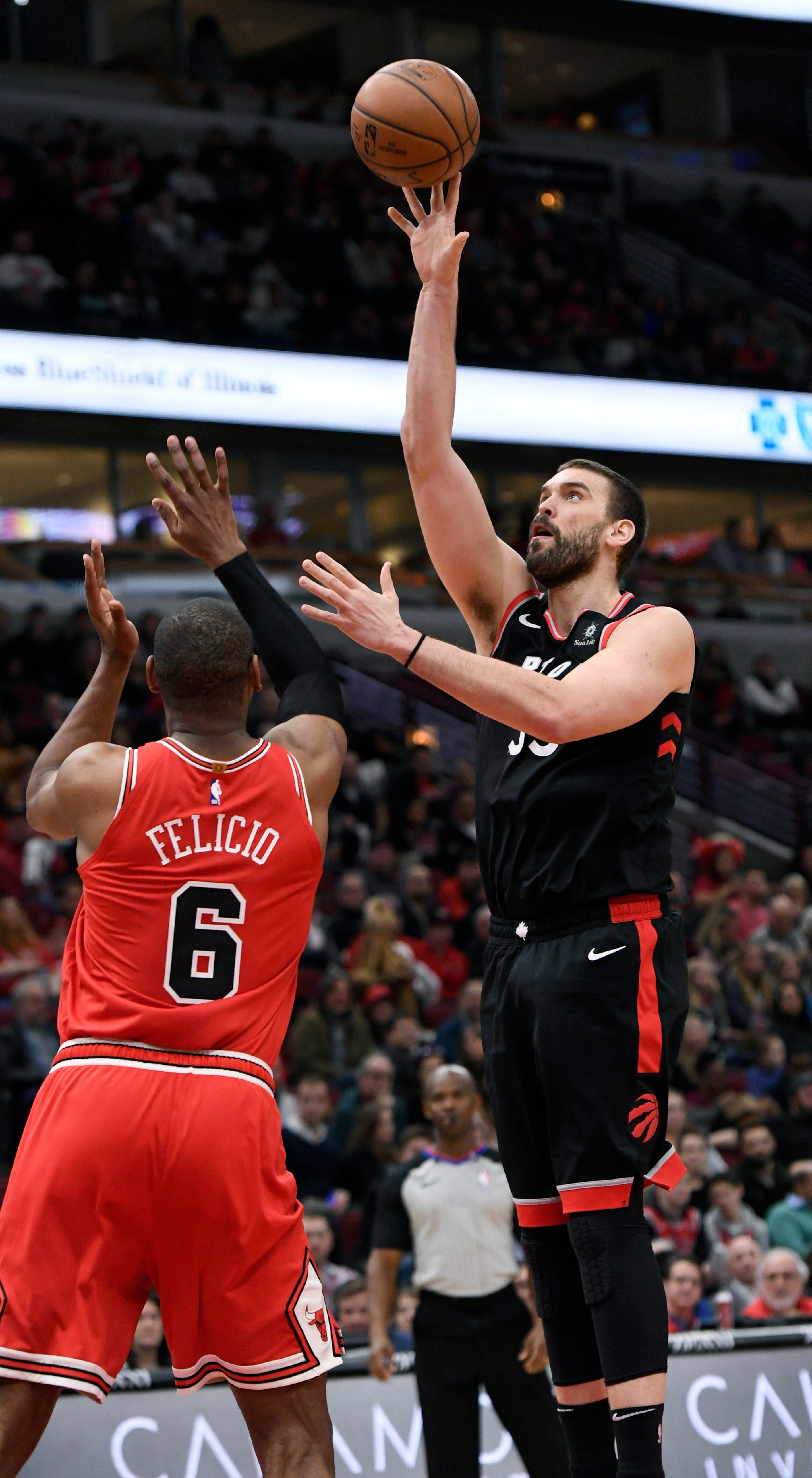 Ibaka, VanVleet lead Raptors to 124-101 rout of Bulls