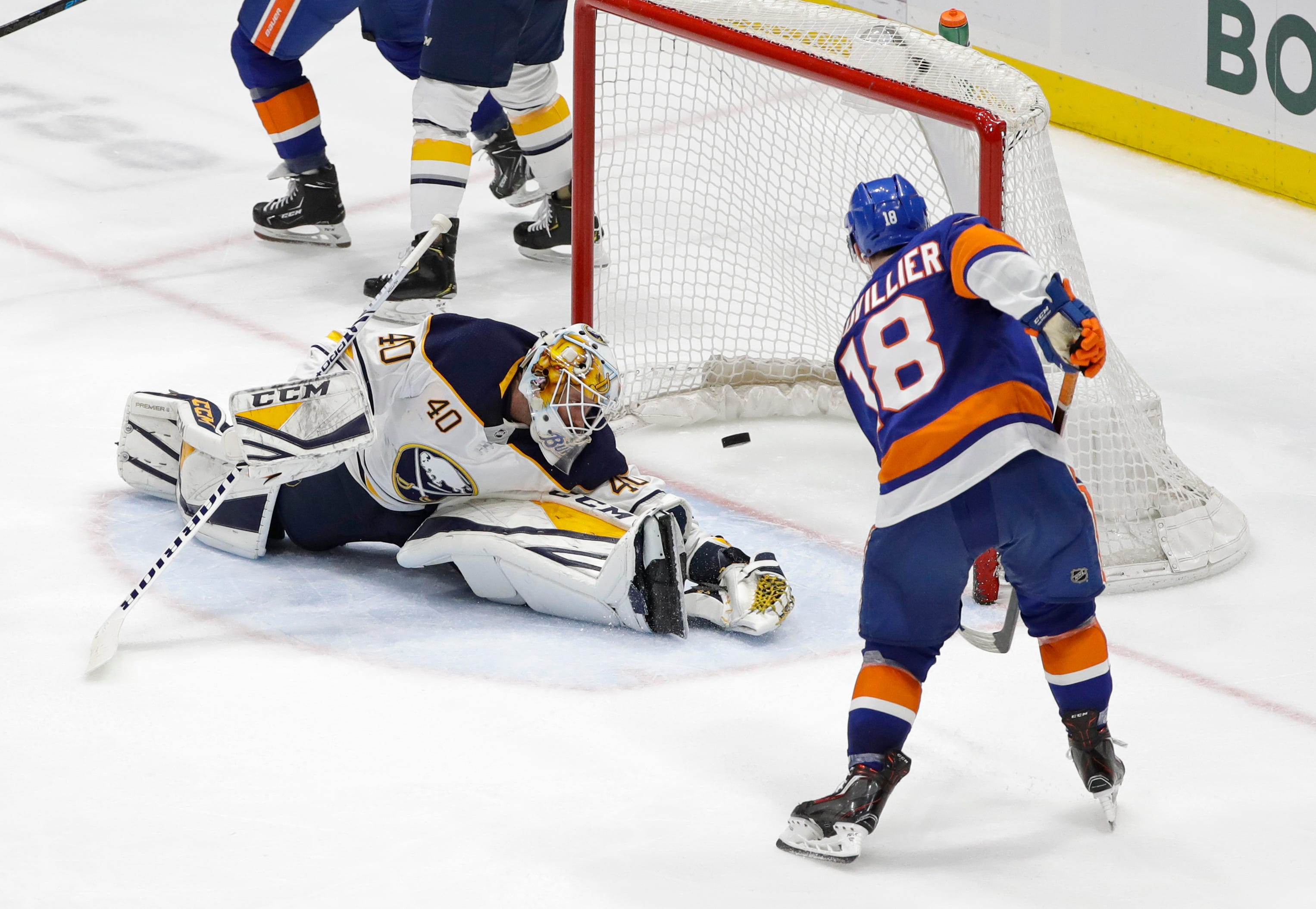 Islanders clinch playoff spot with 5-1 victory over Sabres