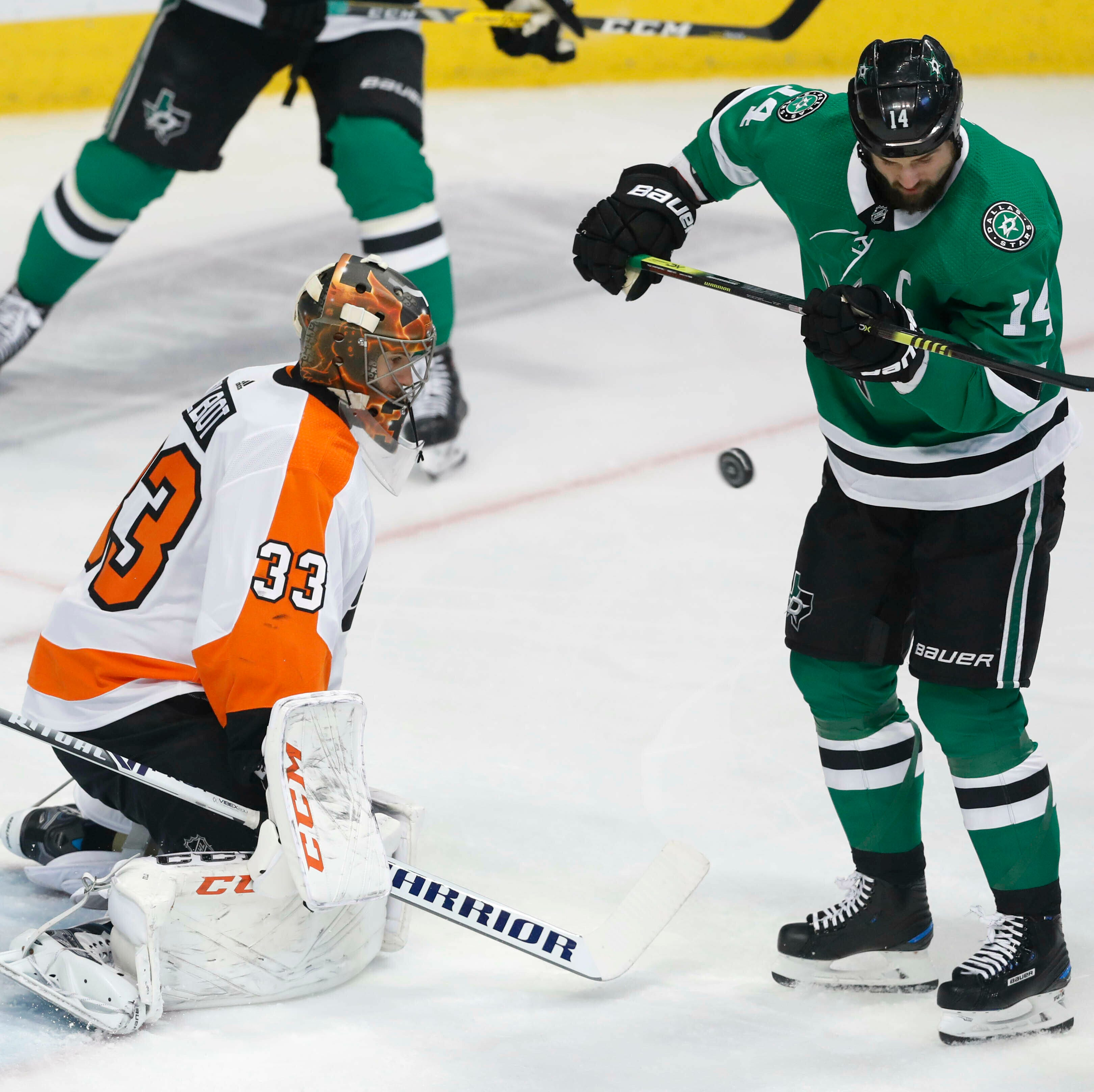 Stars clinch 1st playoff trip since 2016, beating Flyers 6-2