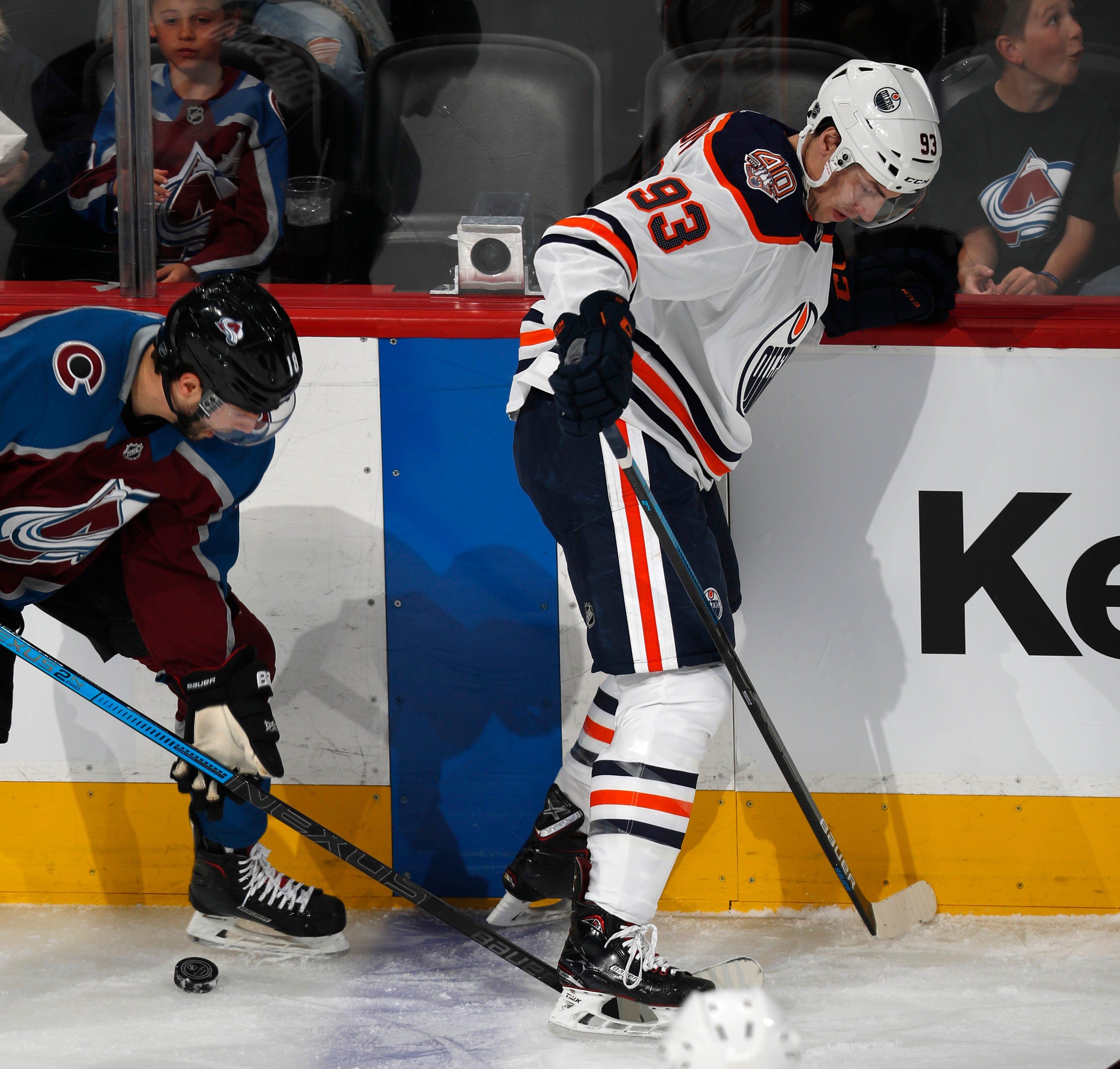 MacKinnon leads scoring spree in 2nd as Avs beat Oilers 6-2
