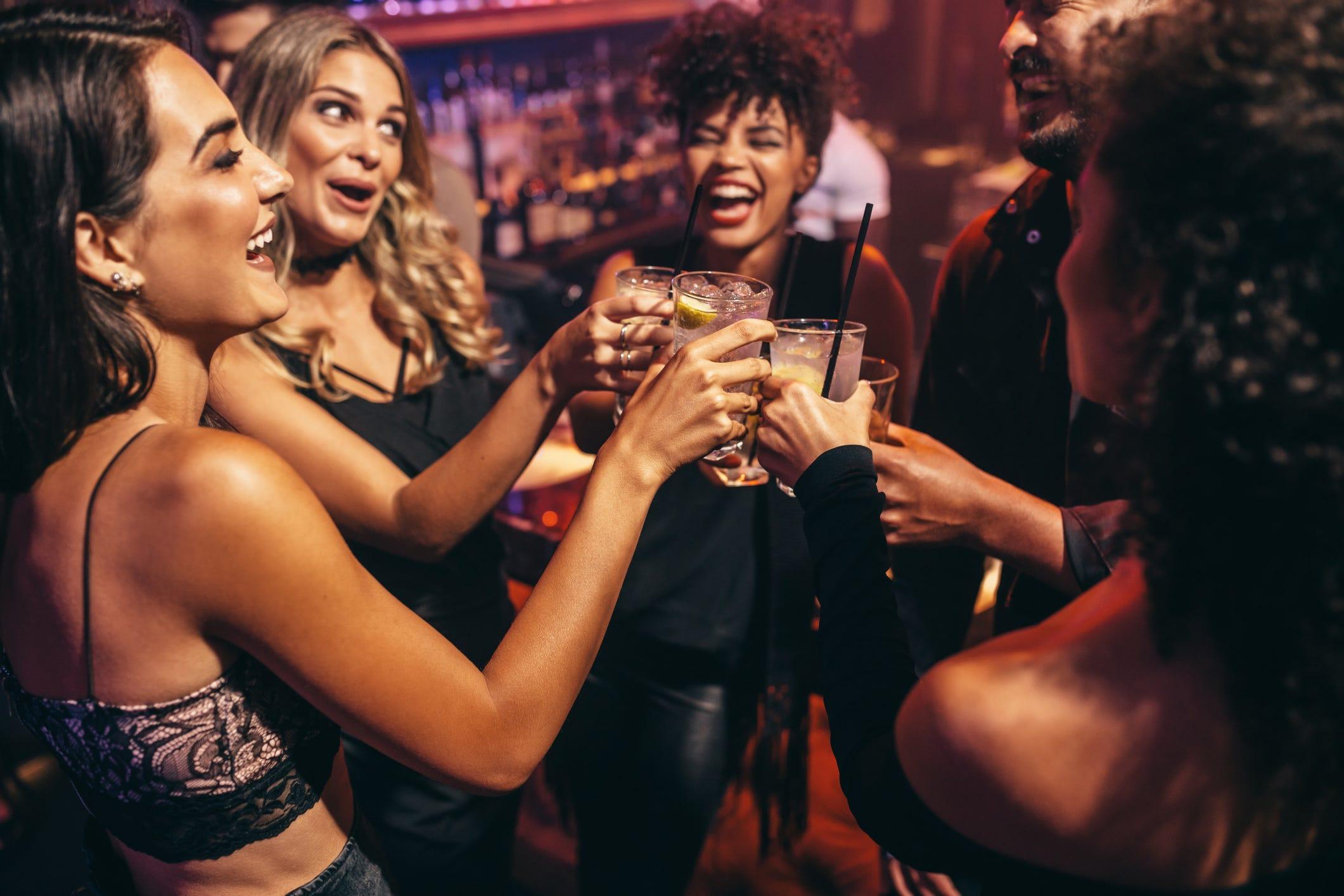 women-drinking-alcohol-getty_8k1EbLk.jpg