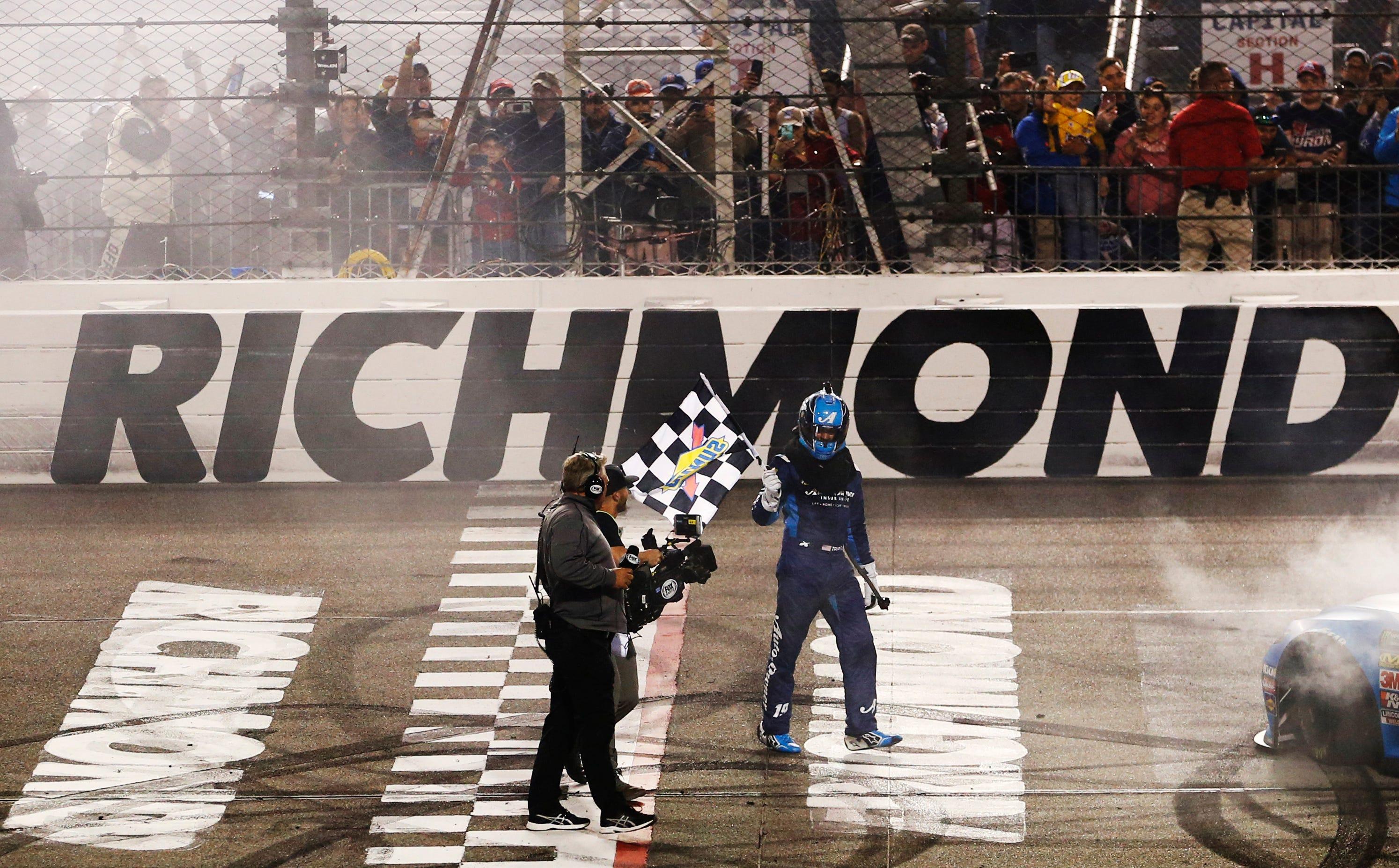 Martin Truex Jr. holds off Joey Logano to win at Richmond