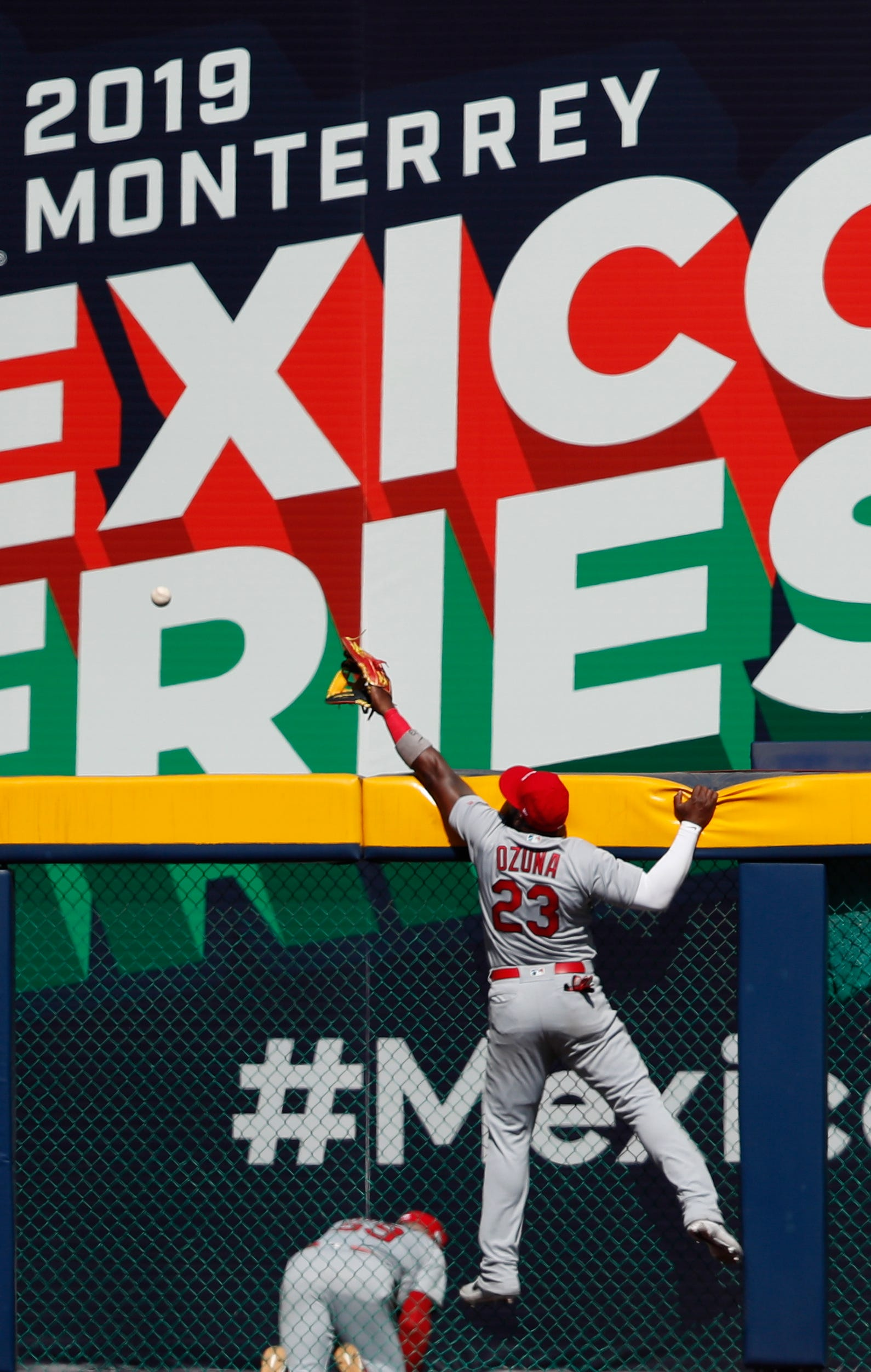 Ozuna, Cardinals power past Reds 9-5 for split in Mexico