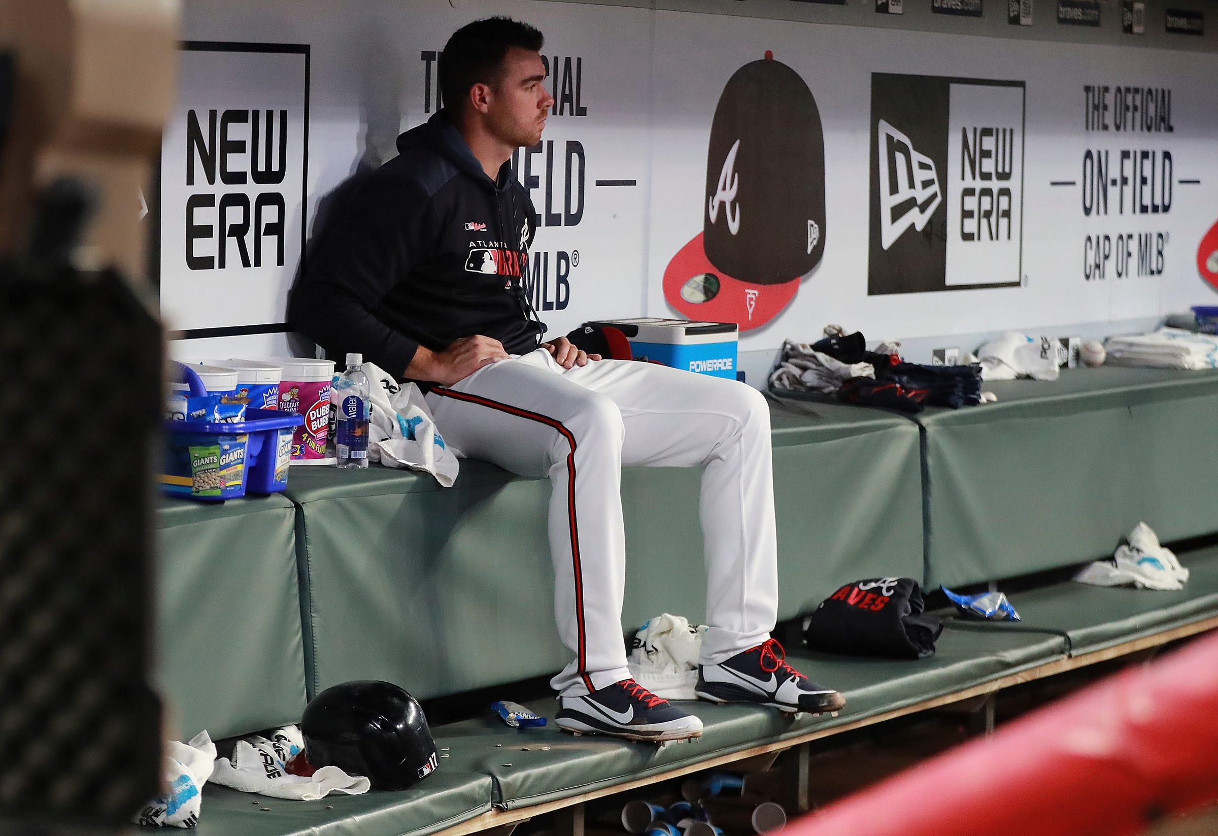 Jones' bases-loaded walk lifts D-backs over Braves 3-2 in 10