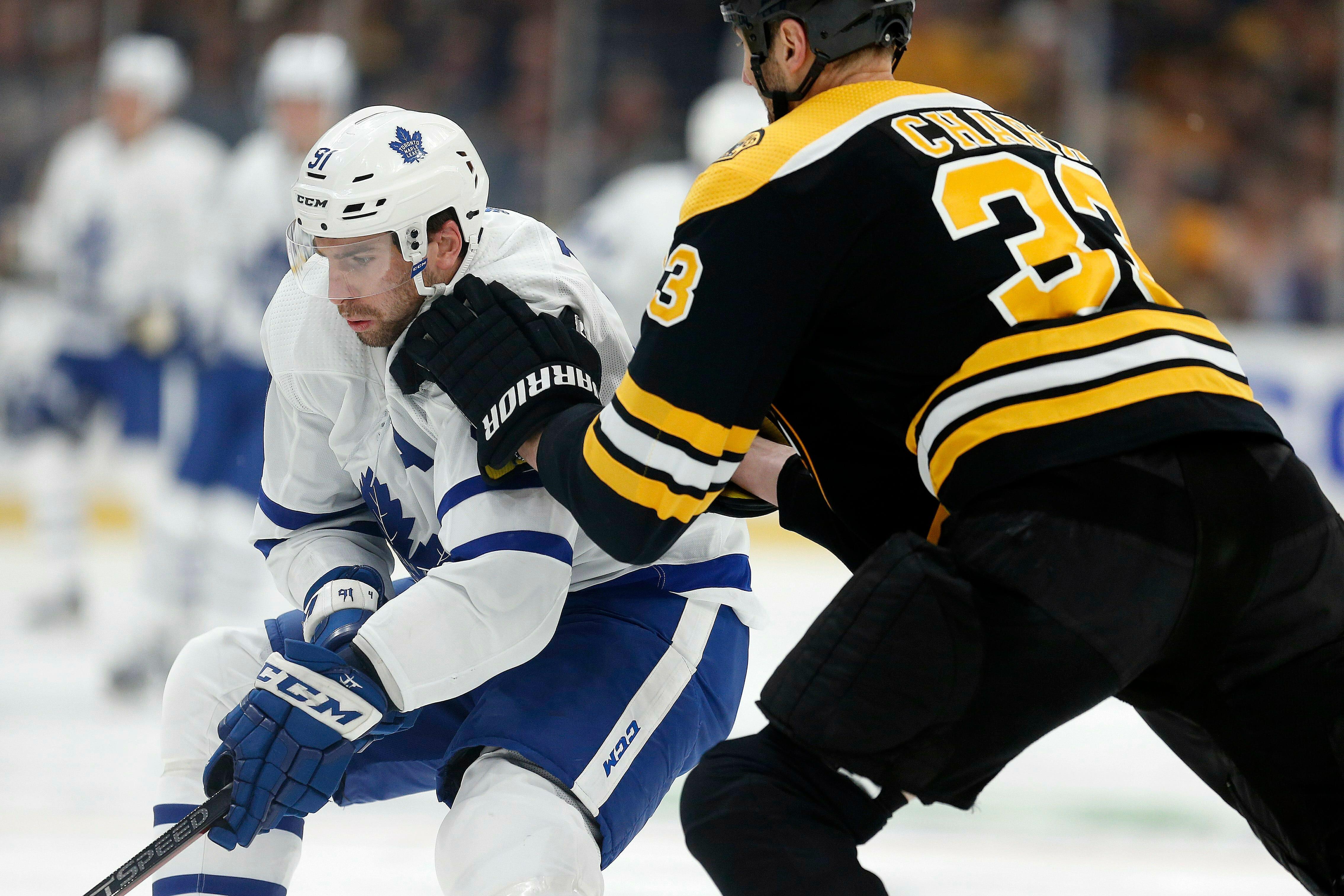 Matthews, Kapanen score late, Maple Leafs edge Bruins 2-1
