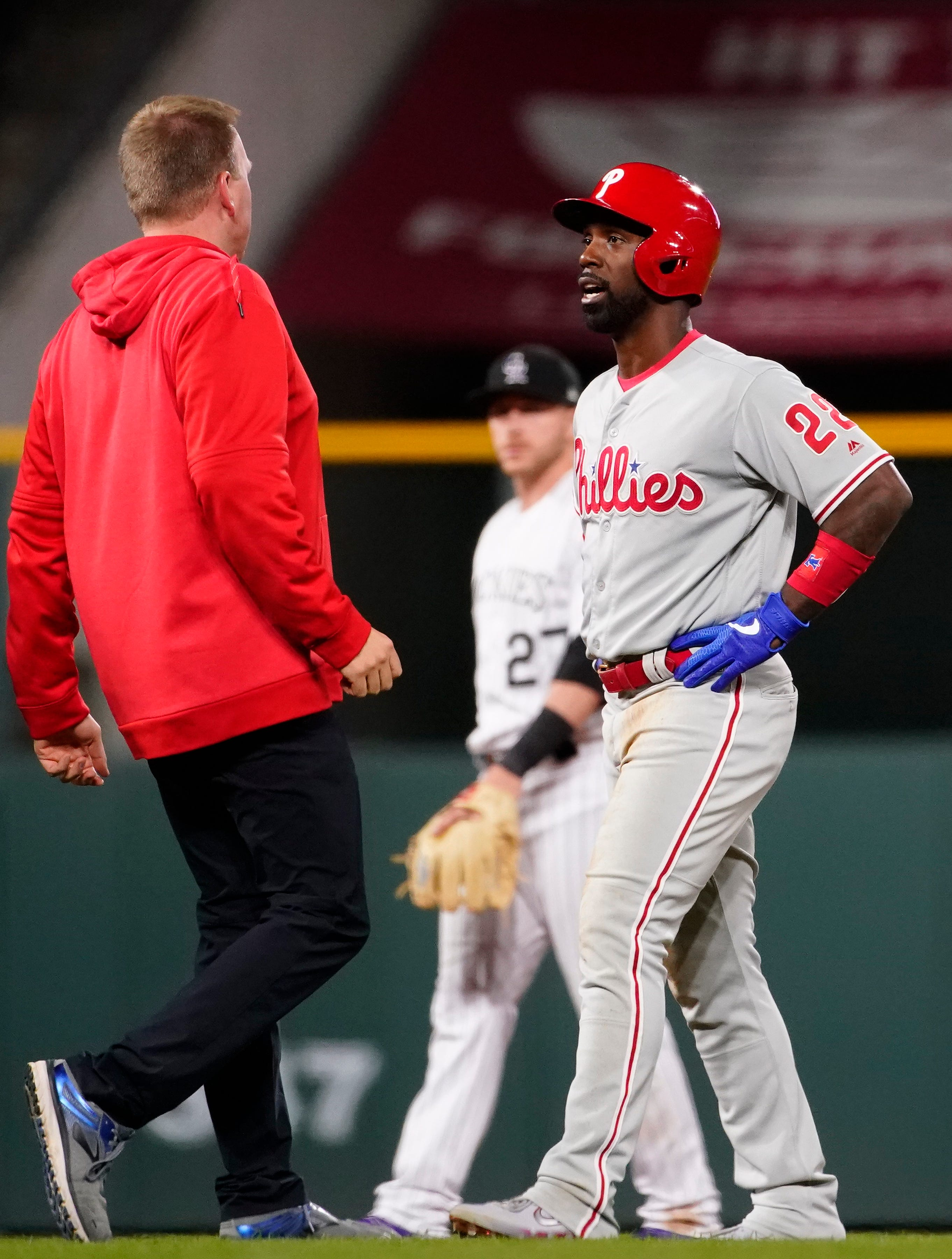 Phillies' Kingery, McCutchen leave with injuries