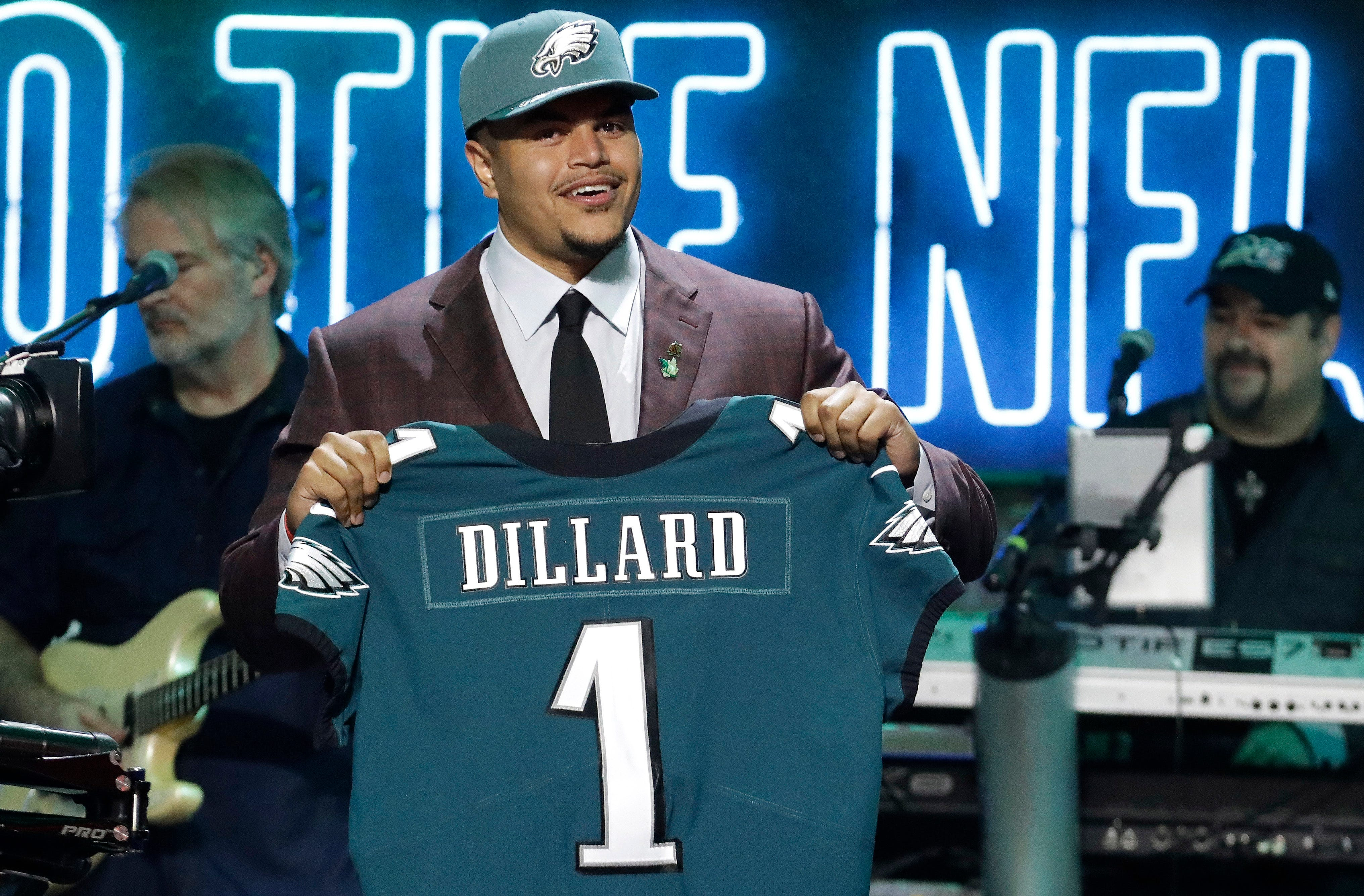 Eagles move up to get future left tackle Andre Dillard