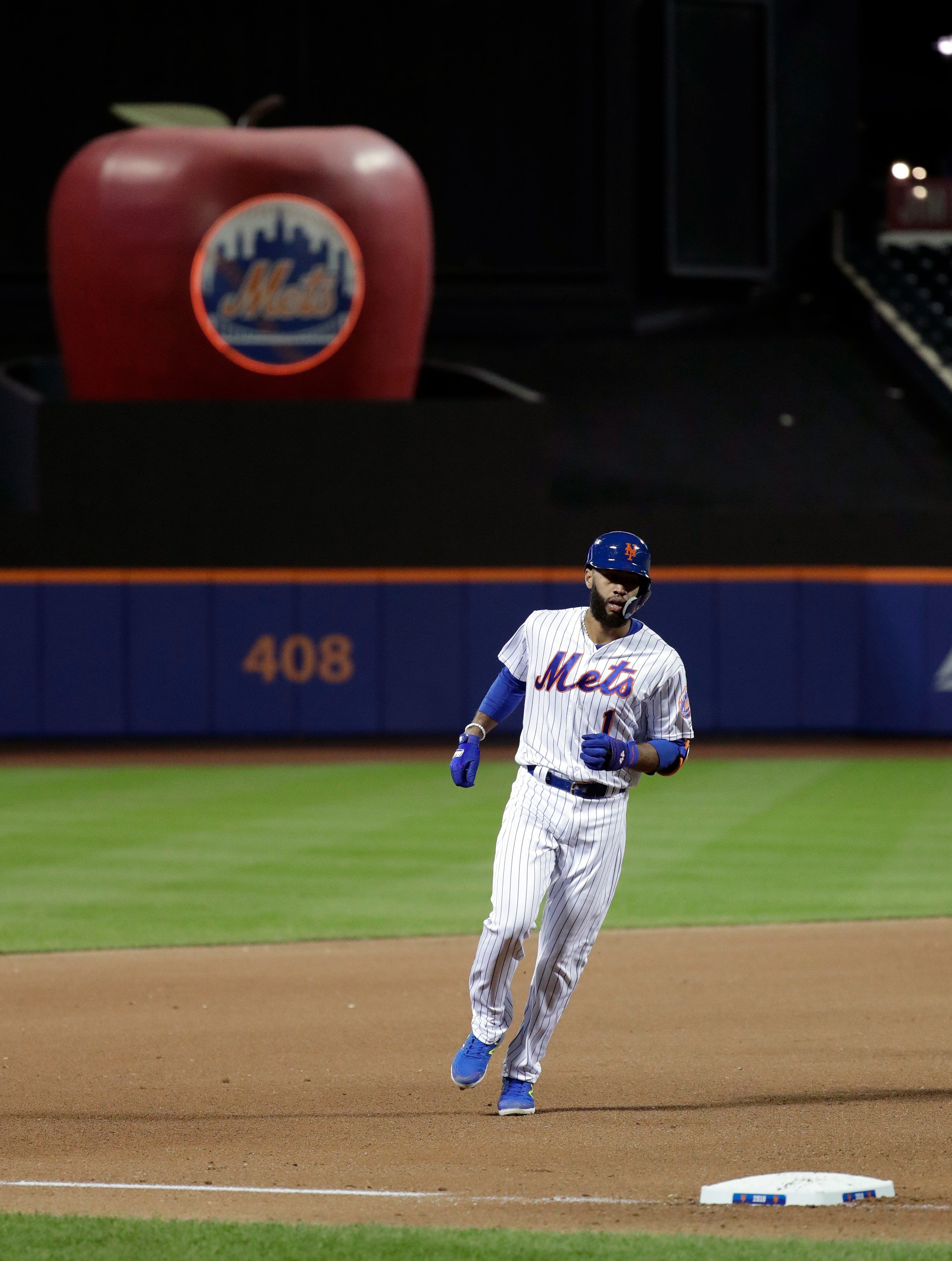 Yelich's 14th homer helps Brewers beat Mets 8-6