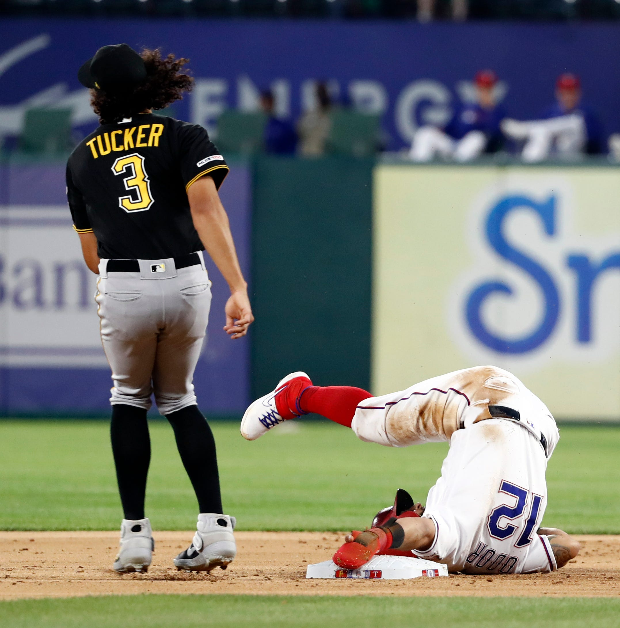 Pirates end 8-game skid with 2 11th-inning HRs to beat Texas
