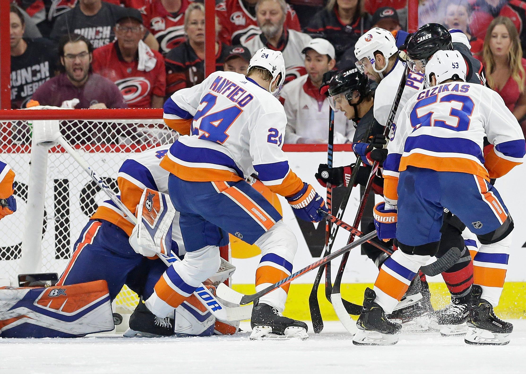 Goalie drama: Lehner out, Greiss in for Islanders