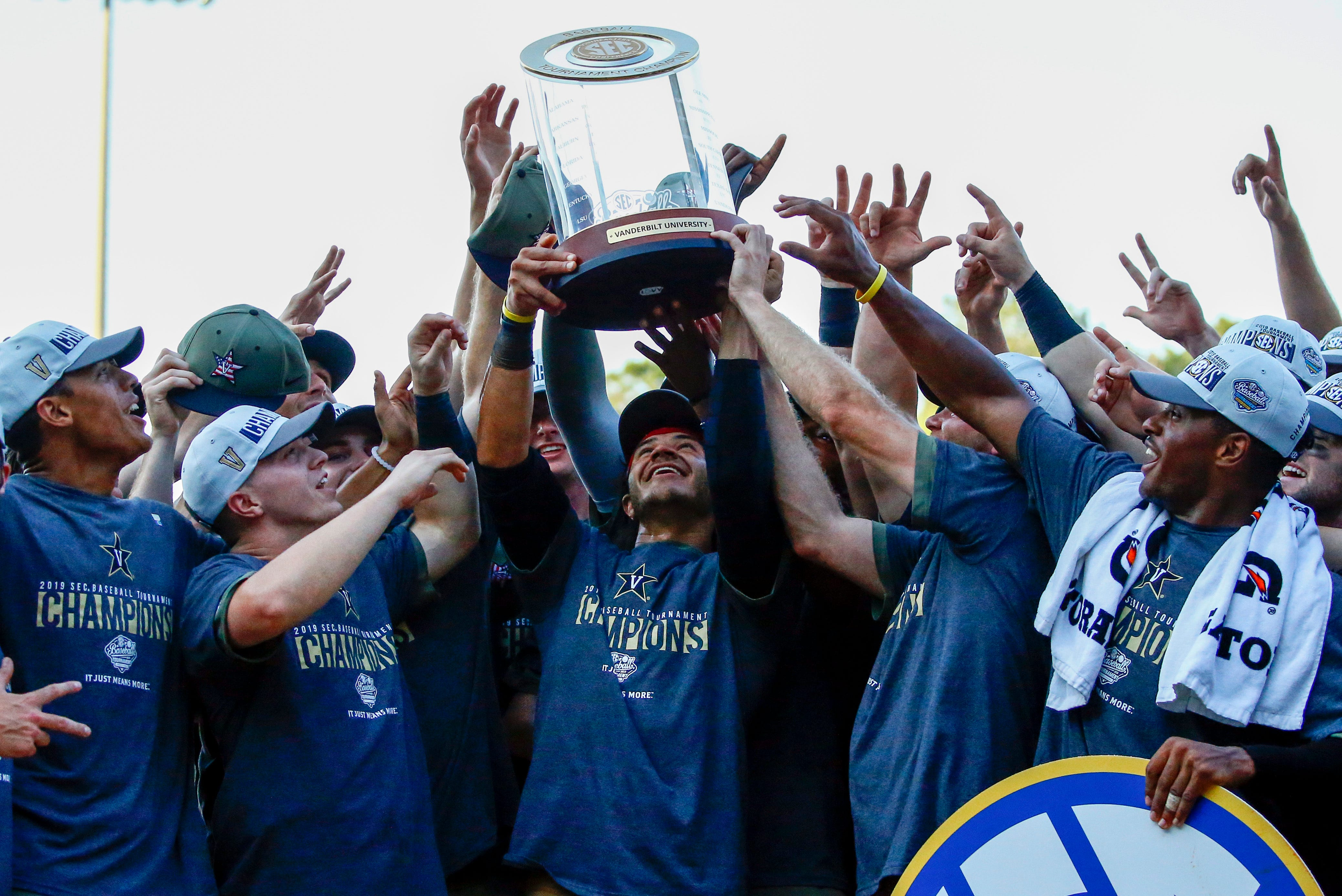 NCAA baseball tournament schedule on road to College World