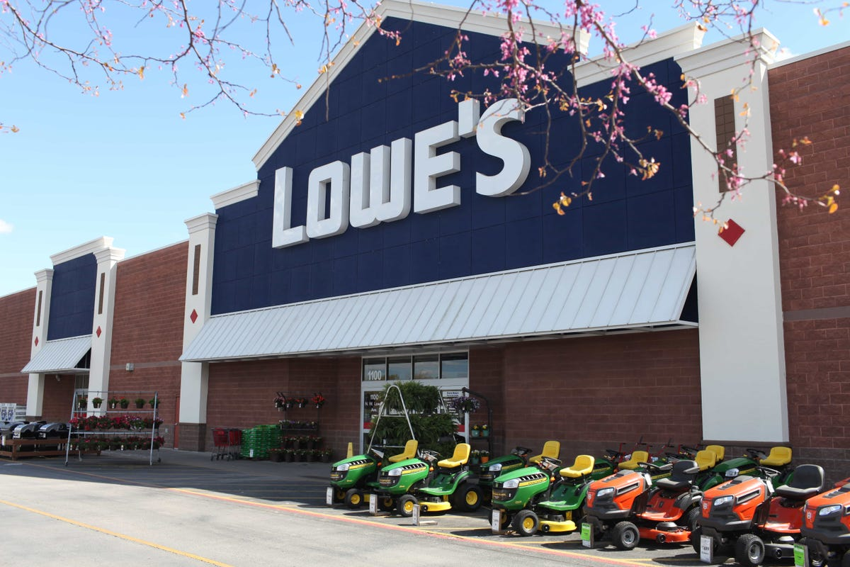Lowe's laying off thousands of employees as it seeks to