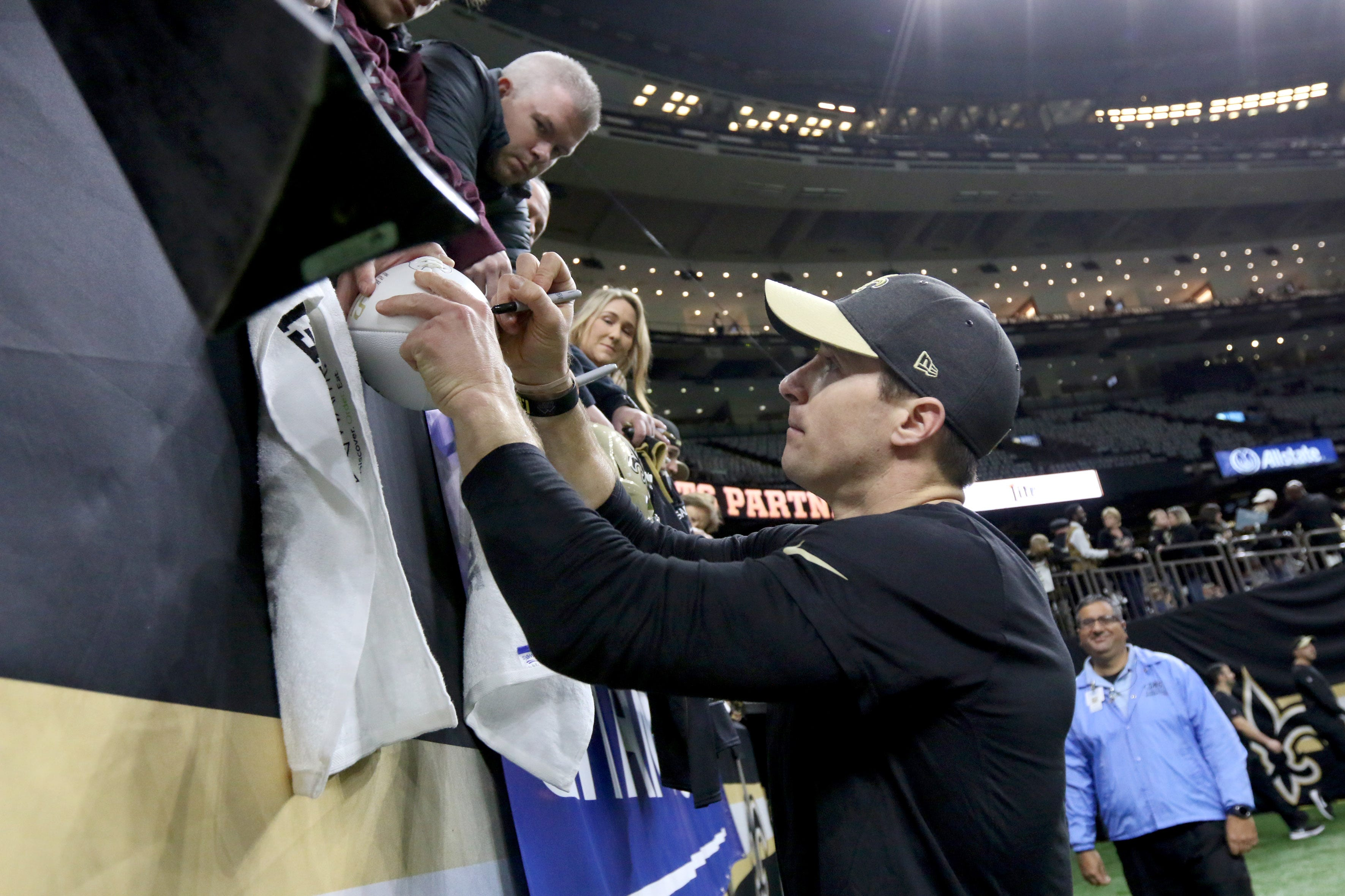 Drew Brees gives signed jersey to Zion Williamson with personal message