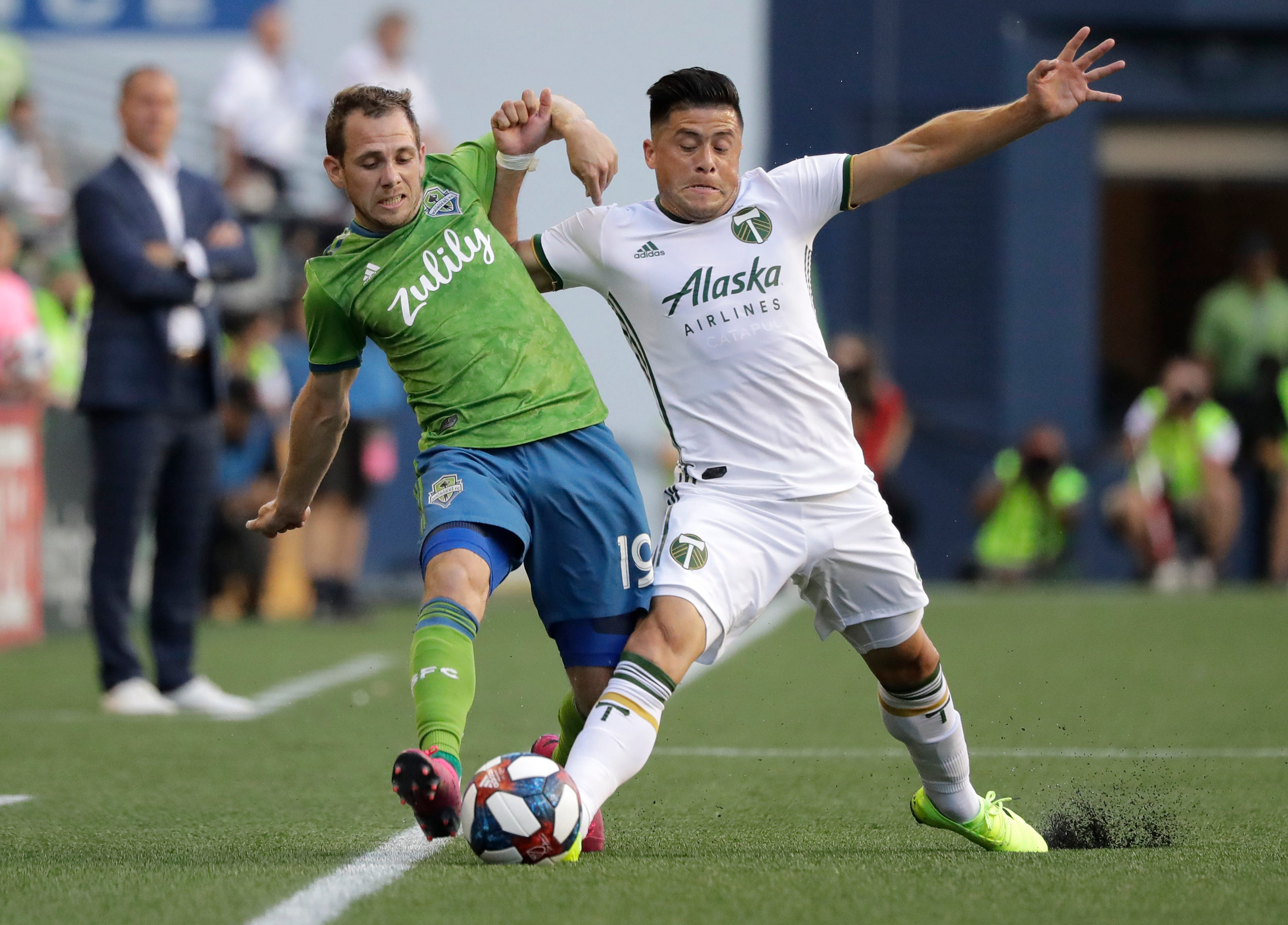 Fernandez scores twice as Timbers outlast rival Sounders 2-1