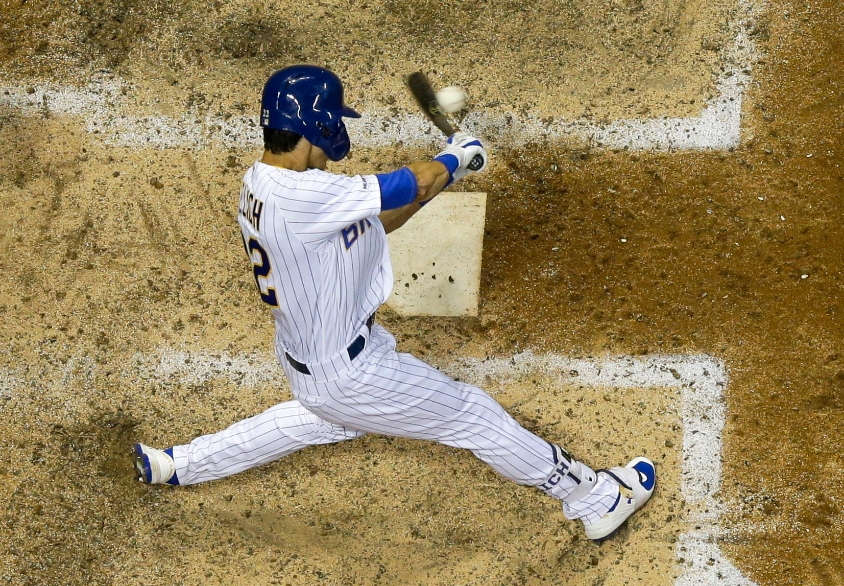 Brewers rally past Chicago 3-2, drop Cubs out of 1st place thumbnail