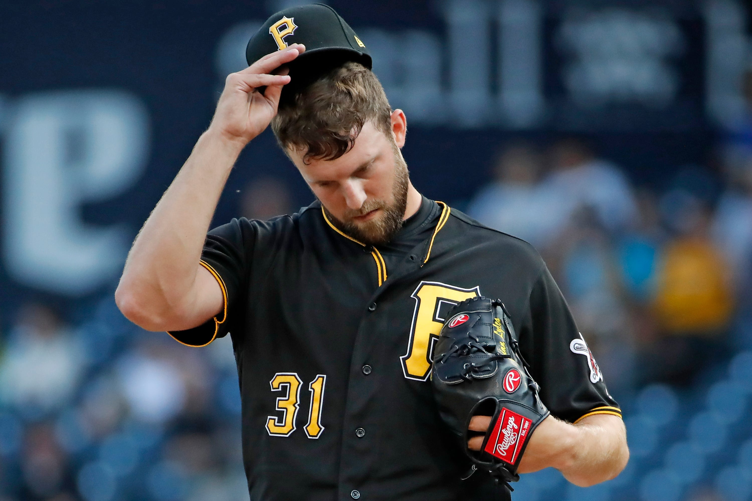 Brewers acquire pitcher Jordan Lyles from Pirates thumbnail