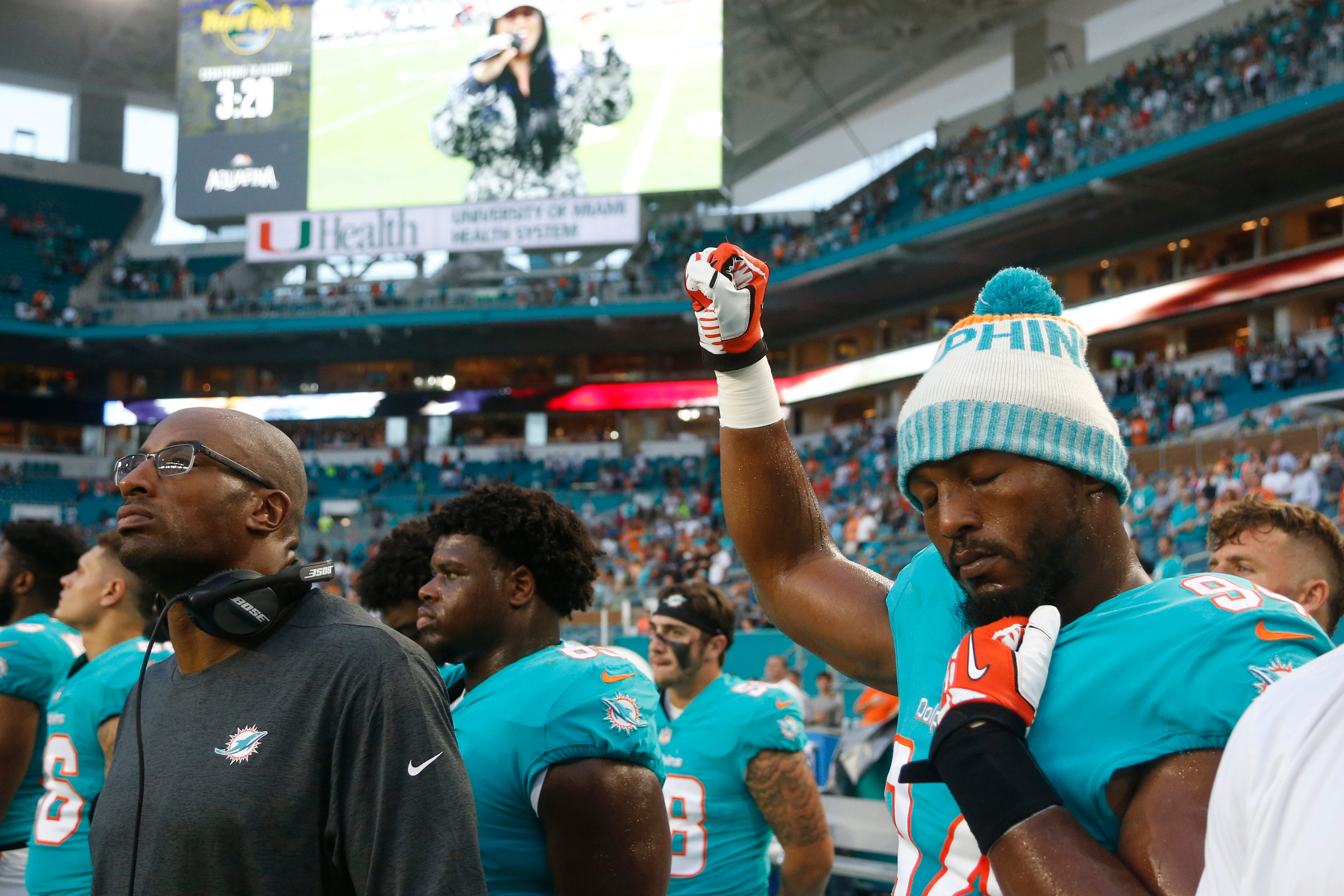 Quinn: Anthem protests 'might come up' with Cowboys' Jones