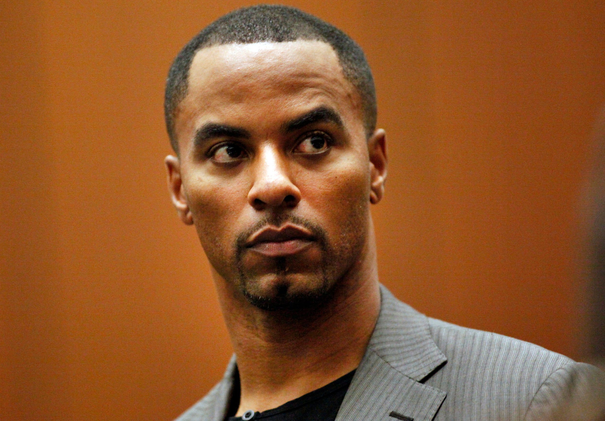 Disgraced NFL star loses bid to undo plea deal in rape case thumbnail
