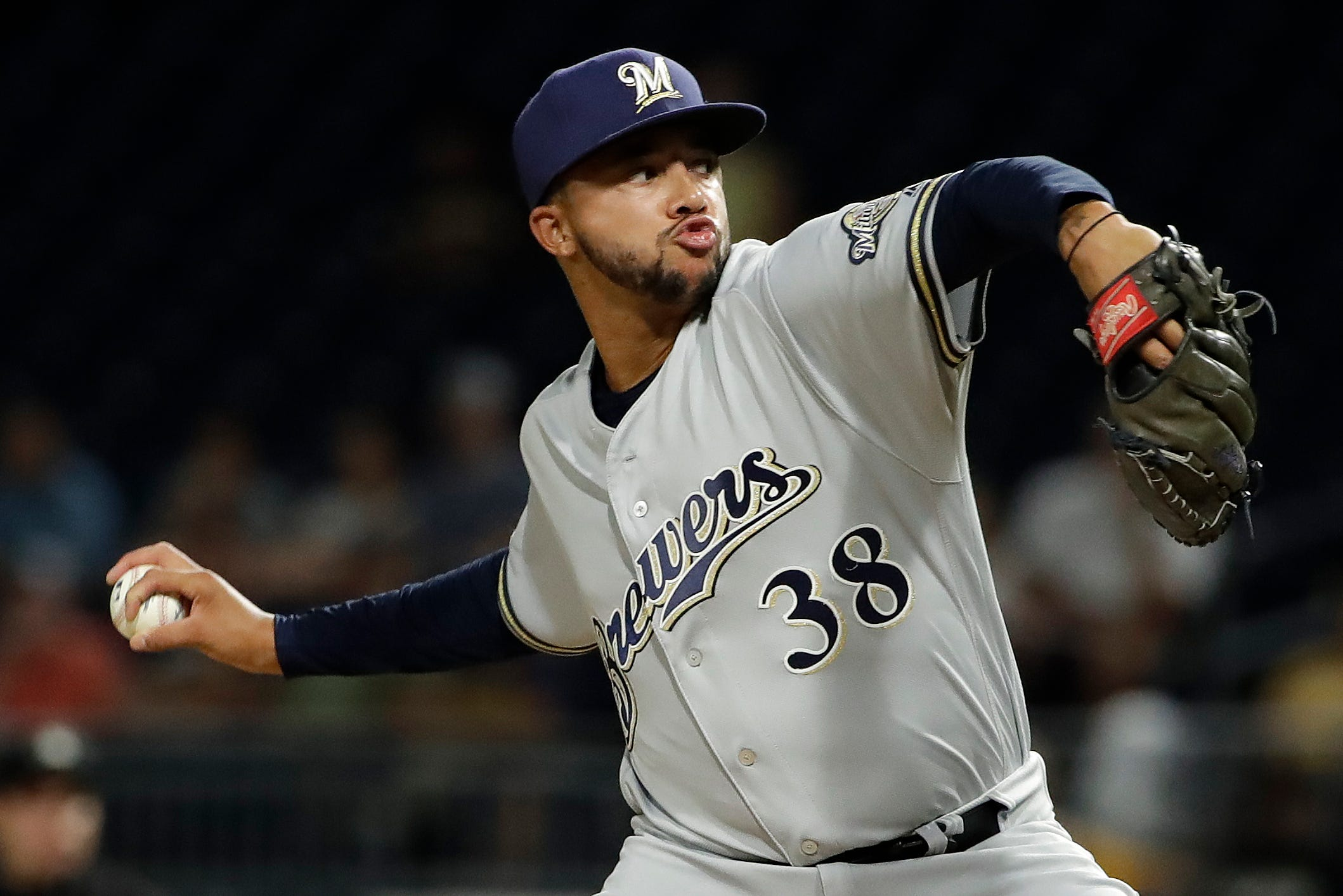 Hiura hits 2 HRs, Brewers beat Pirates 8-3 to complete sweep thumbnail