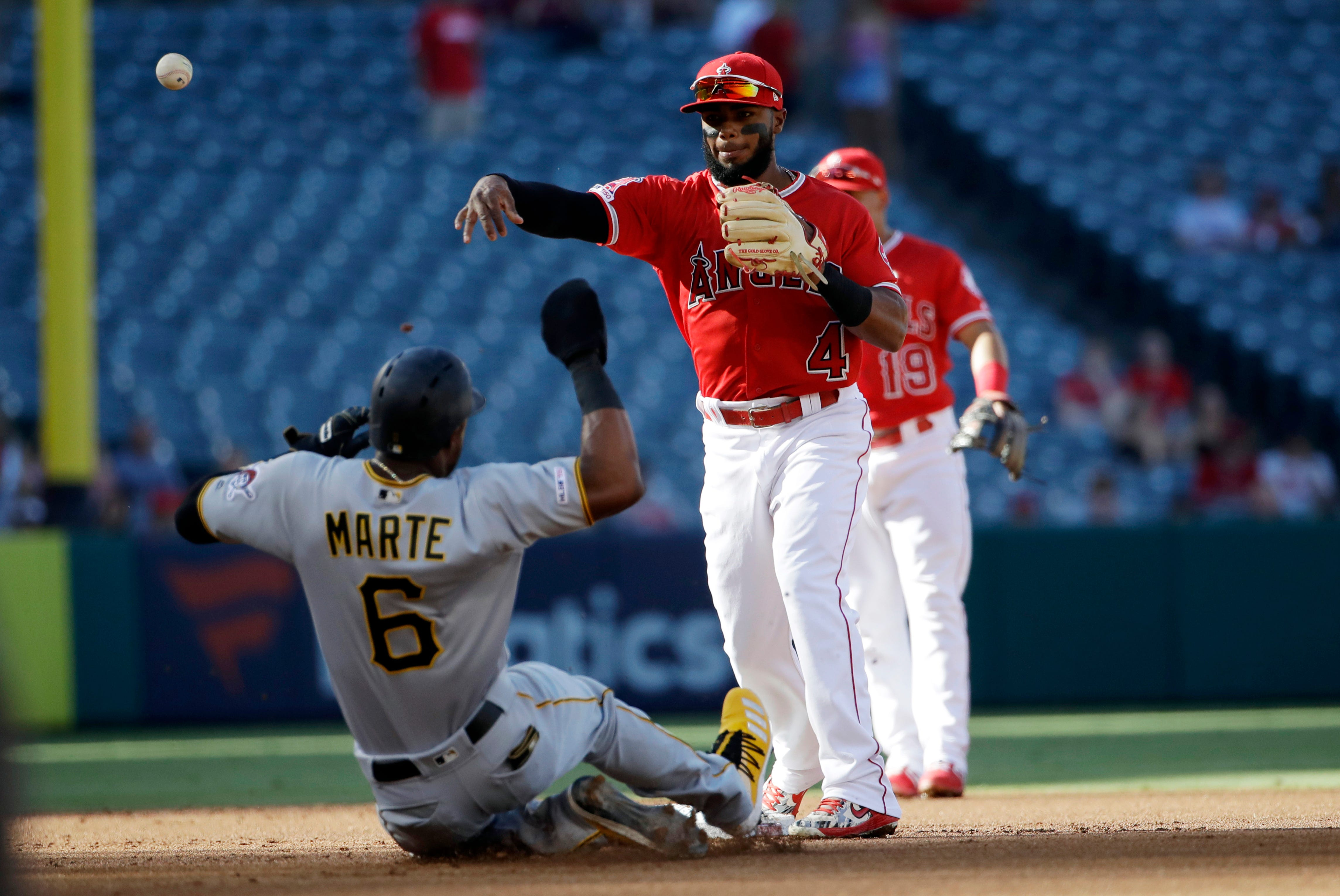 Pujols sets career hit mark for foreign-born players in win thumbnail