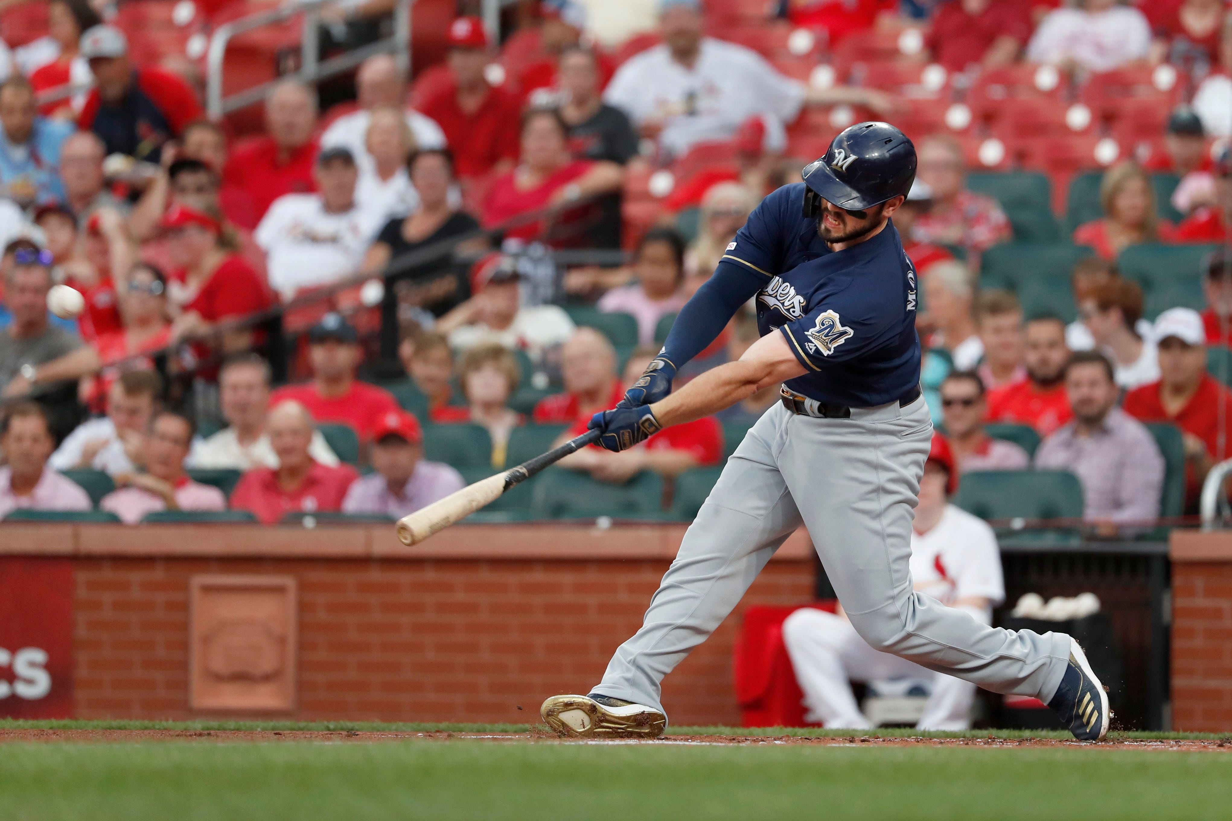 Brewers knock Cardinals out of 1st place with 5-3 win thumbnail