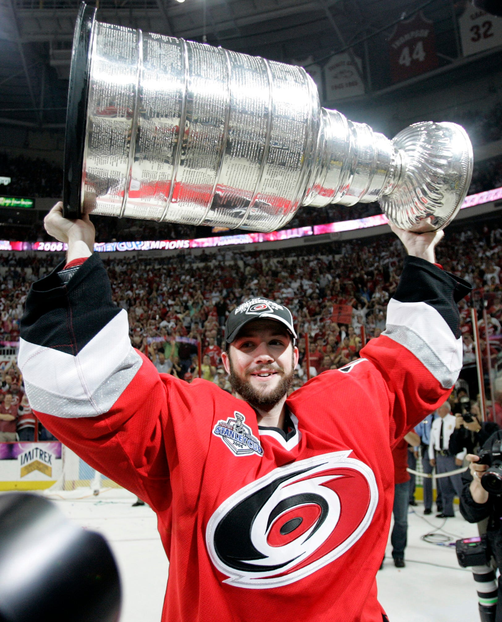 Goalie Cam Ward signs one-day contract, retires as member of Carolina Hurricanes