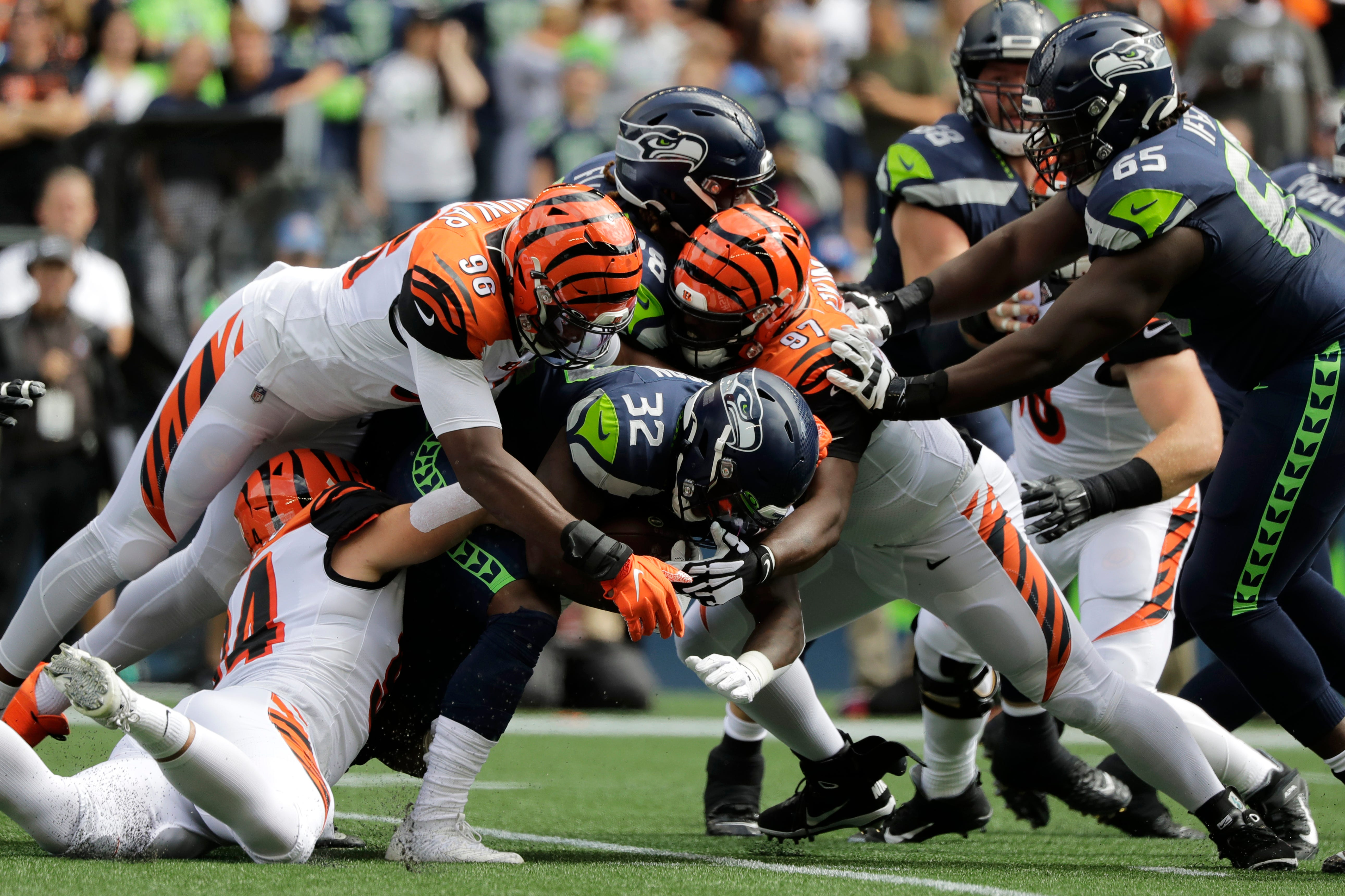 Close call: Seahawks hold off Dalton, Bengals for 21-20 win