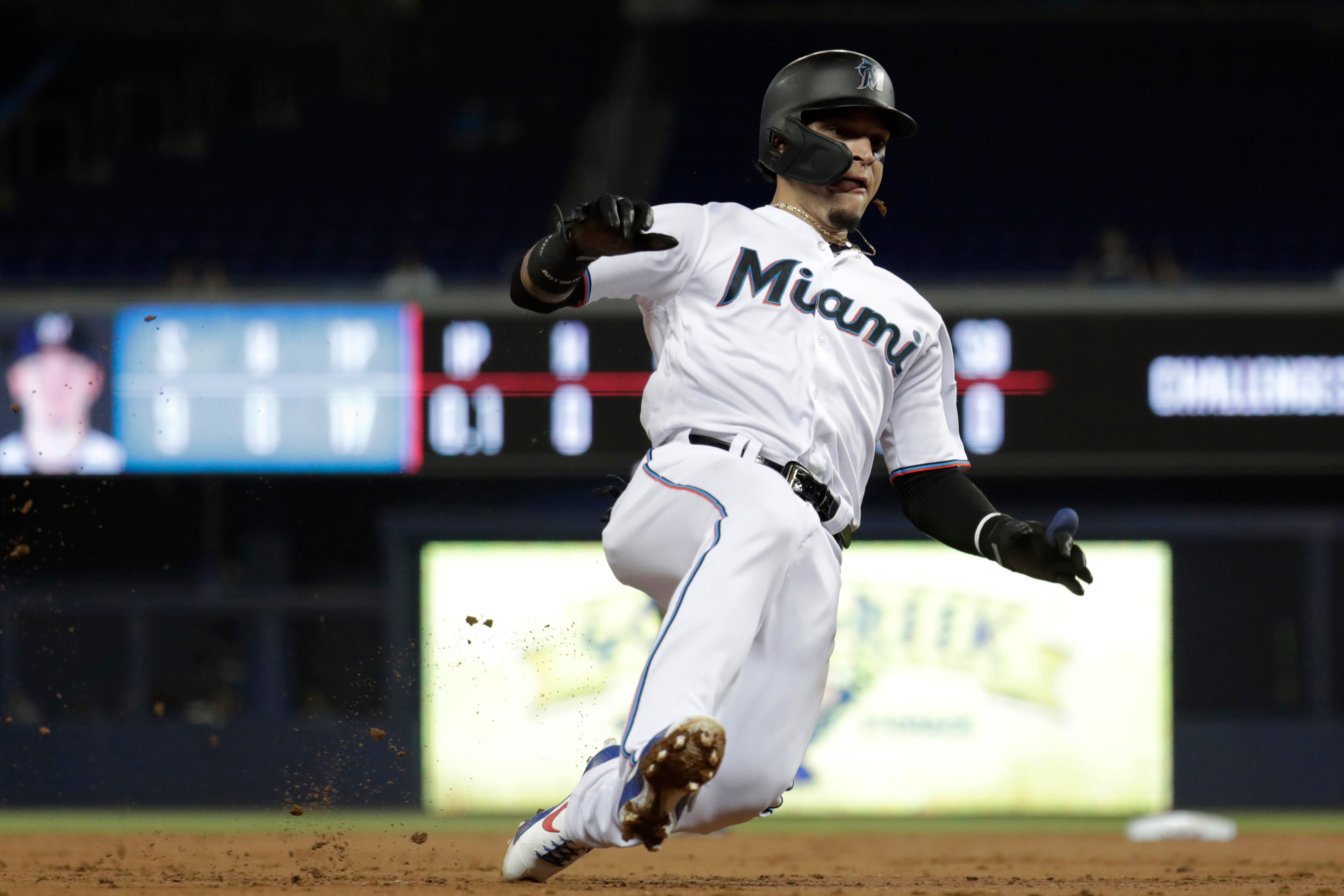 Moustakas hits 2 HRs, Brewers minus Yelich top Marlins 7-5 thumbnail