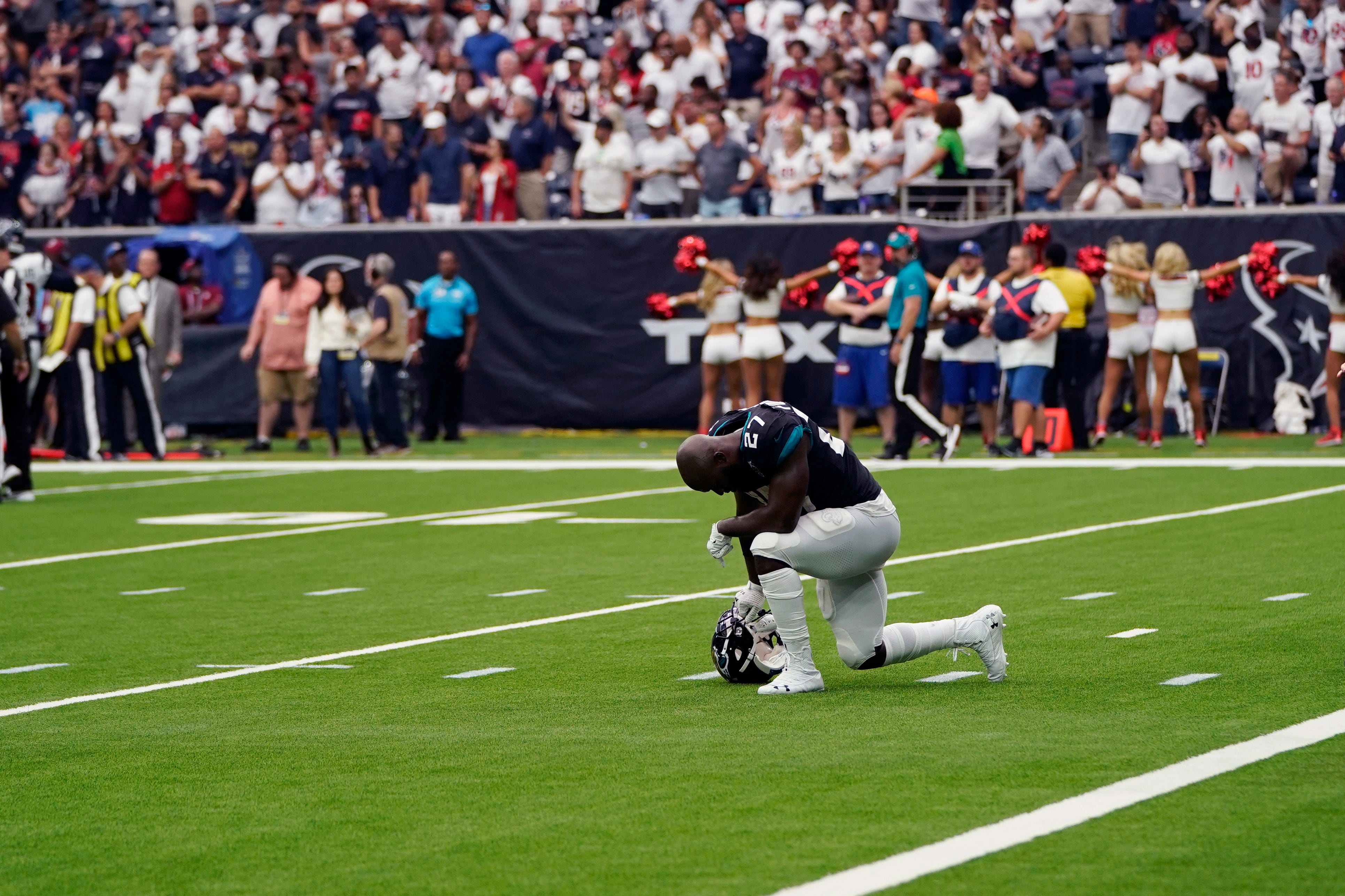 Texans stop Jags' 2-point conversion to get 13-12 win