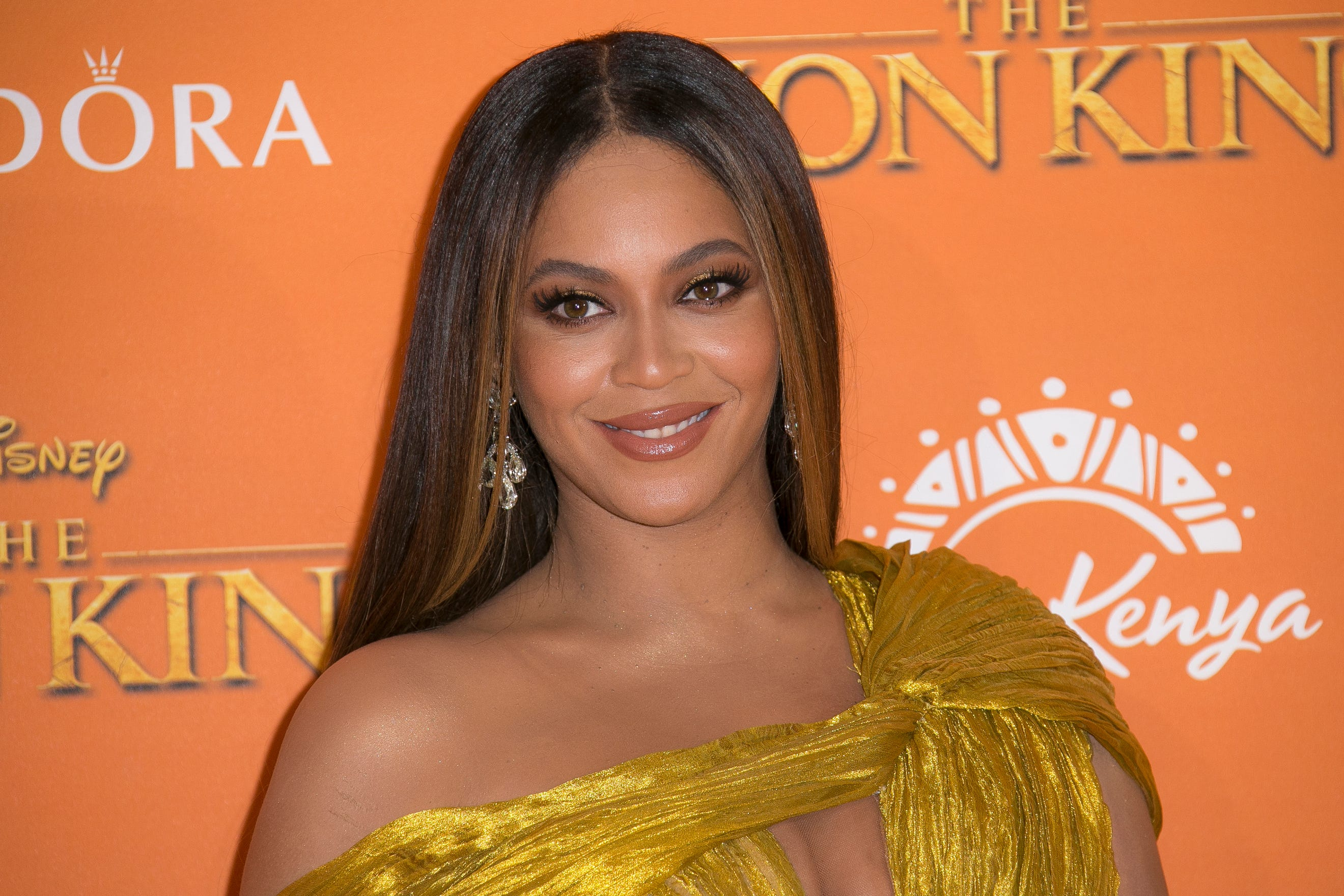 Beyoncé dedicates  When You Wish Upon a Star  to health workers in  Disney Family Singalong