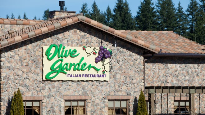 Employees from Olive Garden, Longhorn and other restaurants will receive paid sick leave to receive the COVID-19 vaccine.
