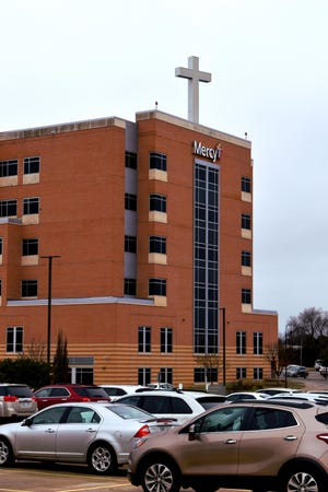 Cars in the parking lot of Mercy Hospital Ardmore on Tuesday, March 17. The hospital has further tightened visitor restrictions as COVID-19 has been confirmed in Carter County.
