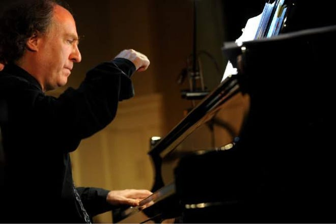 Jeffrey Kahane, artistic advisor to the Sarasota Orchestra and music director of the Sarasota Music Festival, will lead the final concert of the season that marks the end of a year of chamber ensembles.