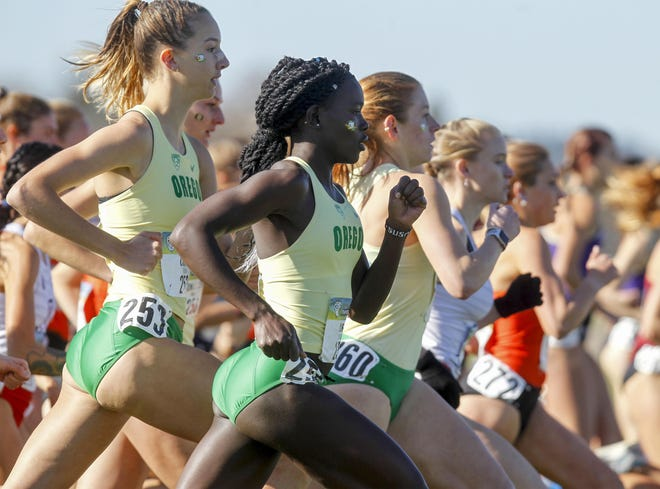 Oregon's Taylor Chiotti, left, was the Ducks' top returning runner this season.