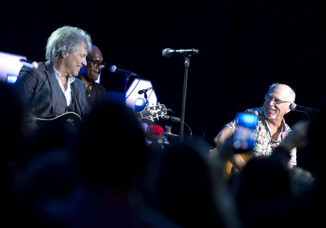 Jimmy Buffett, right, performed with Jon Bon Jovi in February 2019 during an Everglades Foundation event at The Breakers in Palm Beach. Buffett and his wife, Jane, just sold one of their Palm Beach homes for $6.9 million, courthouse records show.