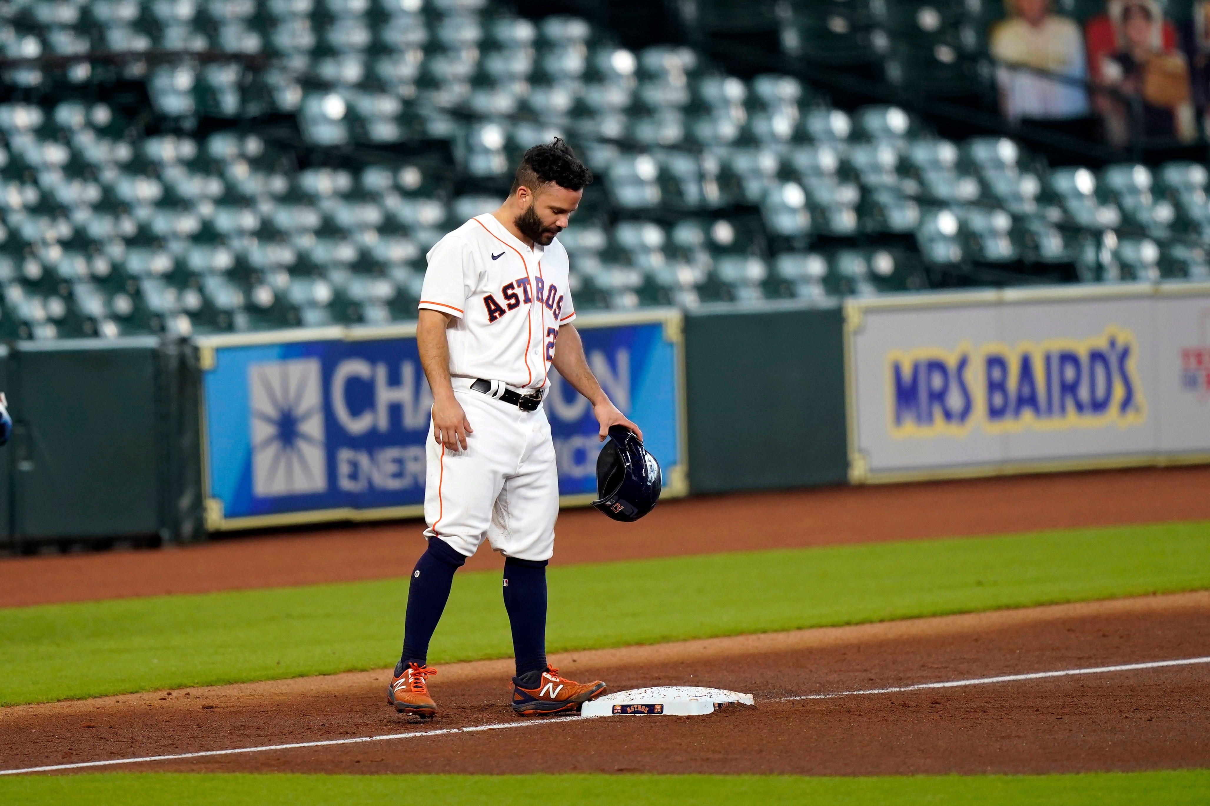 Astros' Carlos Correa calls his shot before walk-off homer in Game 5