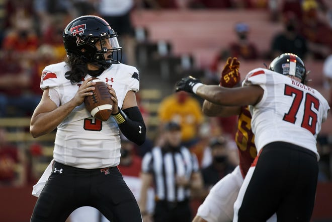 Texas Tech quarterback Henry Colombi  (3) looks to throw during the fourth quarter of the Red Raiders' 31-15 loss Saturday at Iowa State. Tech coaches are deciding this week whether to start Alan Bowman or Colombi in the next game, Oct. 24 against West Virginia.