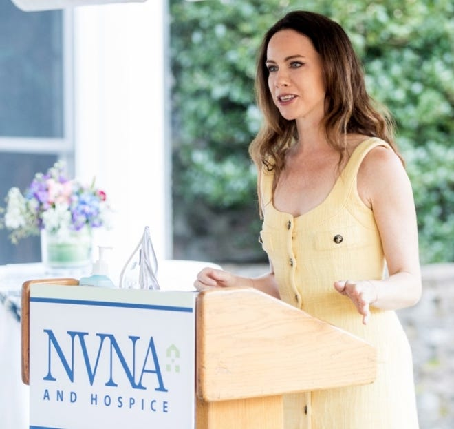 Barbara P. Bush, granddaughter of the late First Lady Barbara Bush,  accepts the Amy Sylvester Award posthumously for her grandmother from the NVNA and Hospice of Norwell in 2020.