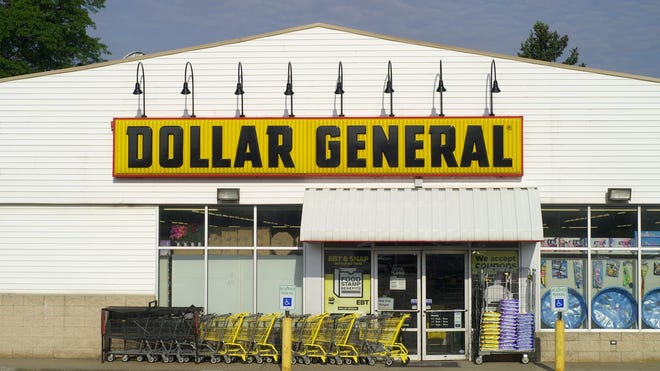 Discount retailer Dollar General reported third-quarter earnings that topped profit expectations and matched sales estimates.