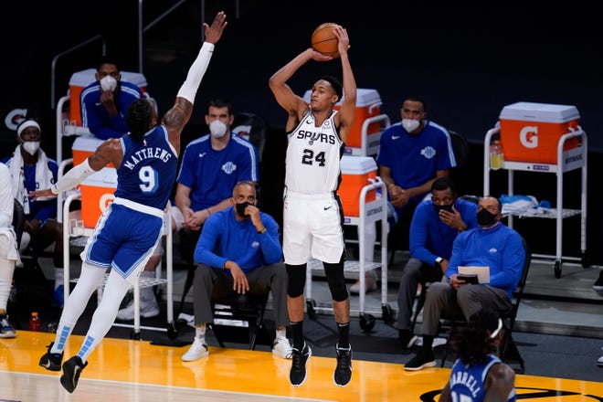 San Antonio Spurs guard Devin Vassell, center, shoots against Los Angeles Lakers guard Wesley Matthews during the second quarter of an NBA basketball game Thursday, Jan. 7, 2021, in Los Angeles. (AP Photo/Ashley Landis)
