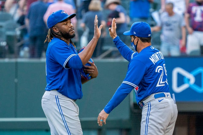 Blue Jays spoil Rangers opener before largest MLB crowd since COVID-19