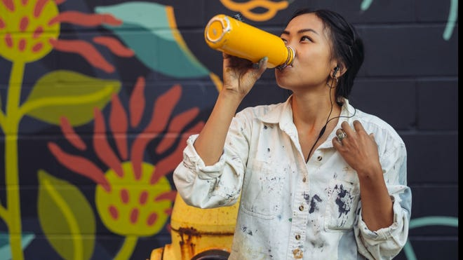 As the temperatures rise, so does our need to stay hydrated, and in many cases so does our carbon footprint. It may be easier to just buy a bottle of water from the corner store, but all those disposable plastic bottles can take a toll on the wallet -- and more importantly -- the planet.