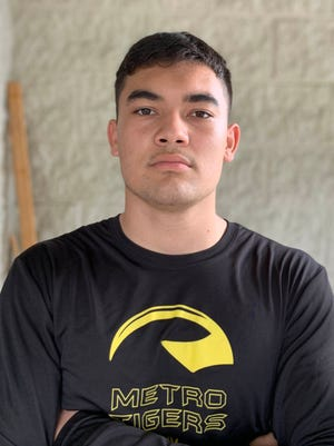 Honolulu Punahou School's Kahanu Kia, a three-star linebacker in the 2021 recruiting class, verbally committed to Notre Dame on Nov. 19, 2020.