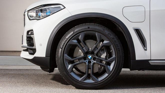 Pirelli is making a new environmentally responsible 22-inch tire for the BMW X5 xDrive45e plug-in hybrid vehicle. The tire uses certified natural rubber and rayon, both sustainable materials. (BMW USA)