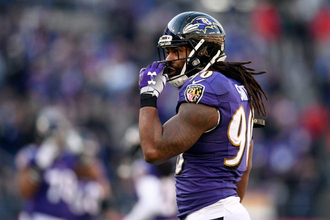 Linebacker Za'Darius Smith, shown as a member of the Ravens, has opted to sign a free-agent deal with Green Bay, joining a growing list of Baltimore defensive starters who are headed elsewhere. Safety Eric Weddle and linebackers Terrell Suggs and C.J. Mosley will also have new addresses next fall.
