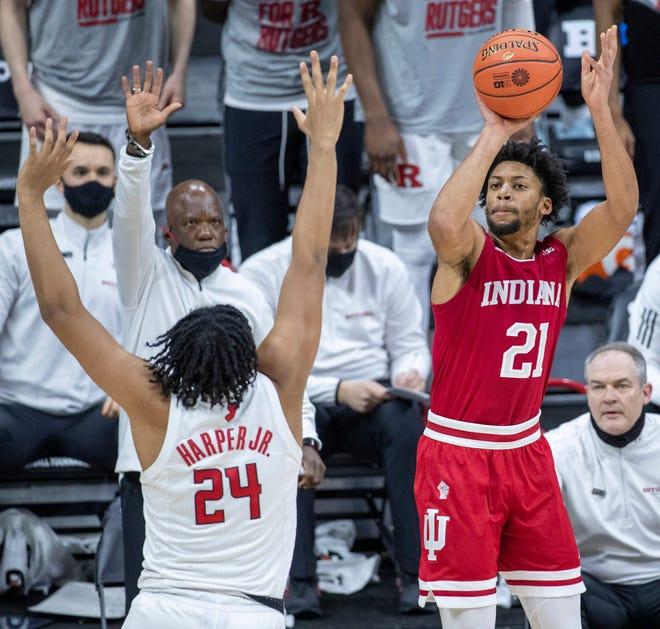 Xavier University's men's basketball program landed a commitment Sunday from Indiana University transfer Jerome Hunter, a 6-foot-7 redshirt junior forward from Pickerington, Ohio.