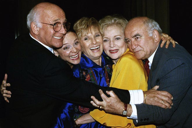 """Former cast members of """"Mary Tyler Moore"""" are reunited in 1992. From left are Gavin MacLeod, Valerie Harper, Cloris Leachman, Betty White and Ed Asner. MacLeod died Saturday, his nephew announced."""
